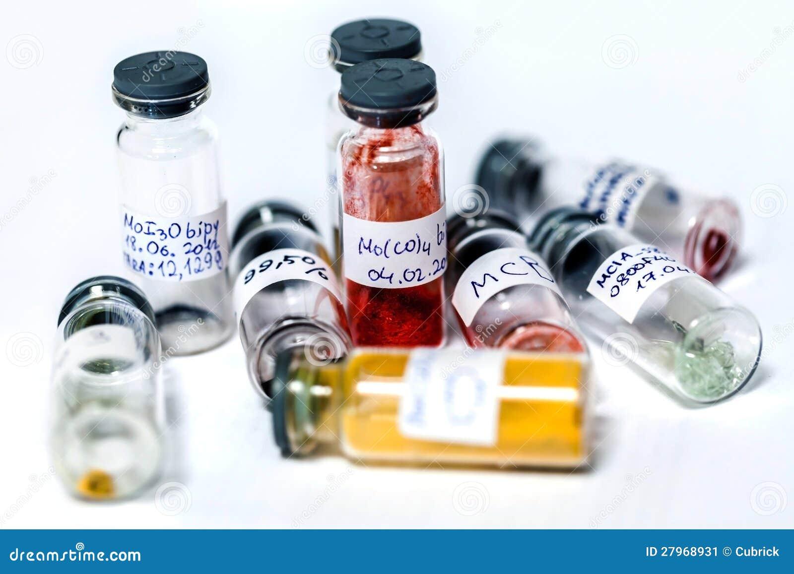 Испытани-пробки с химические комплексы