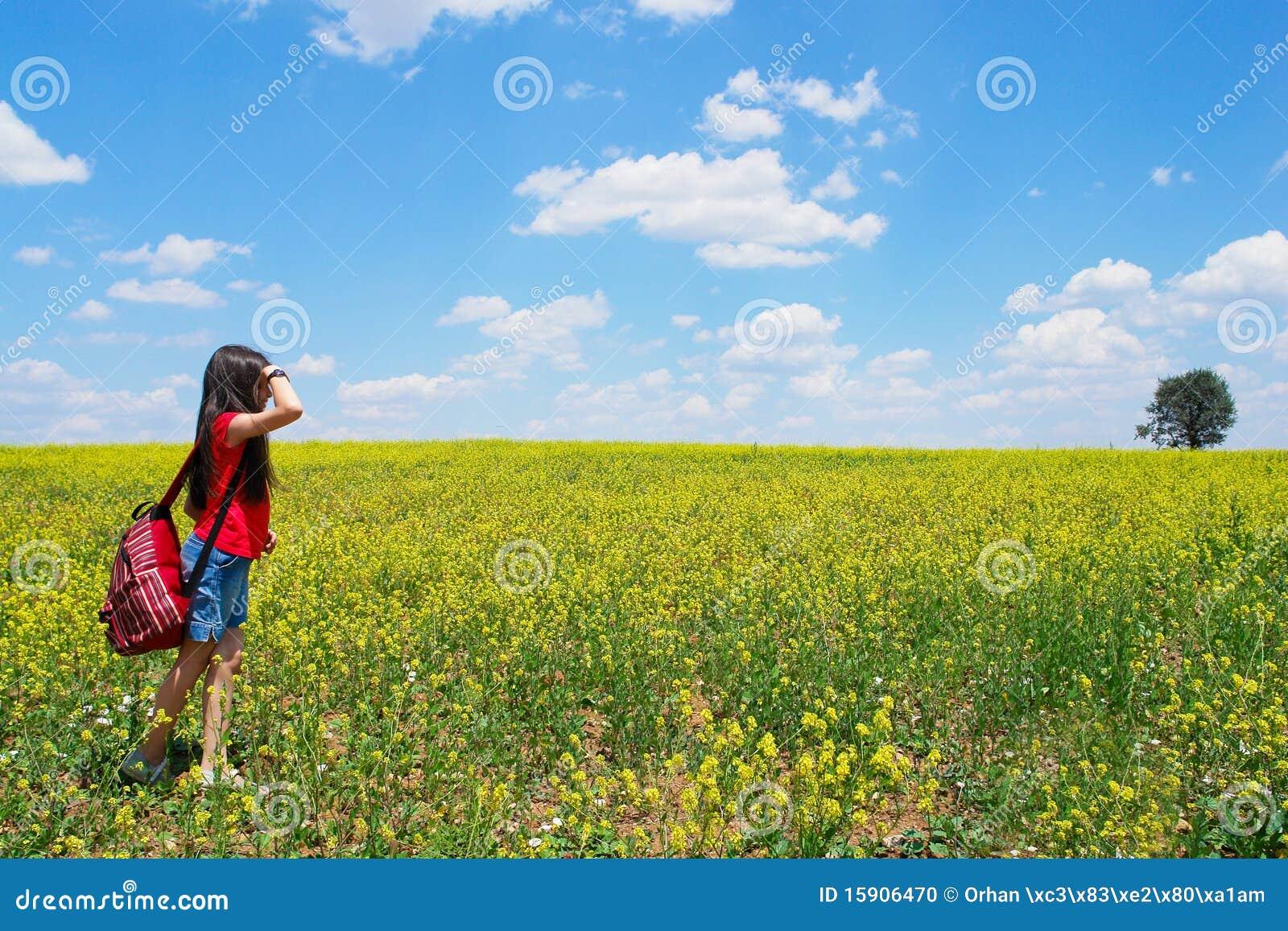 исследует девушку меньшяя природа