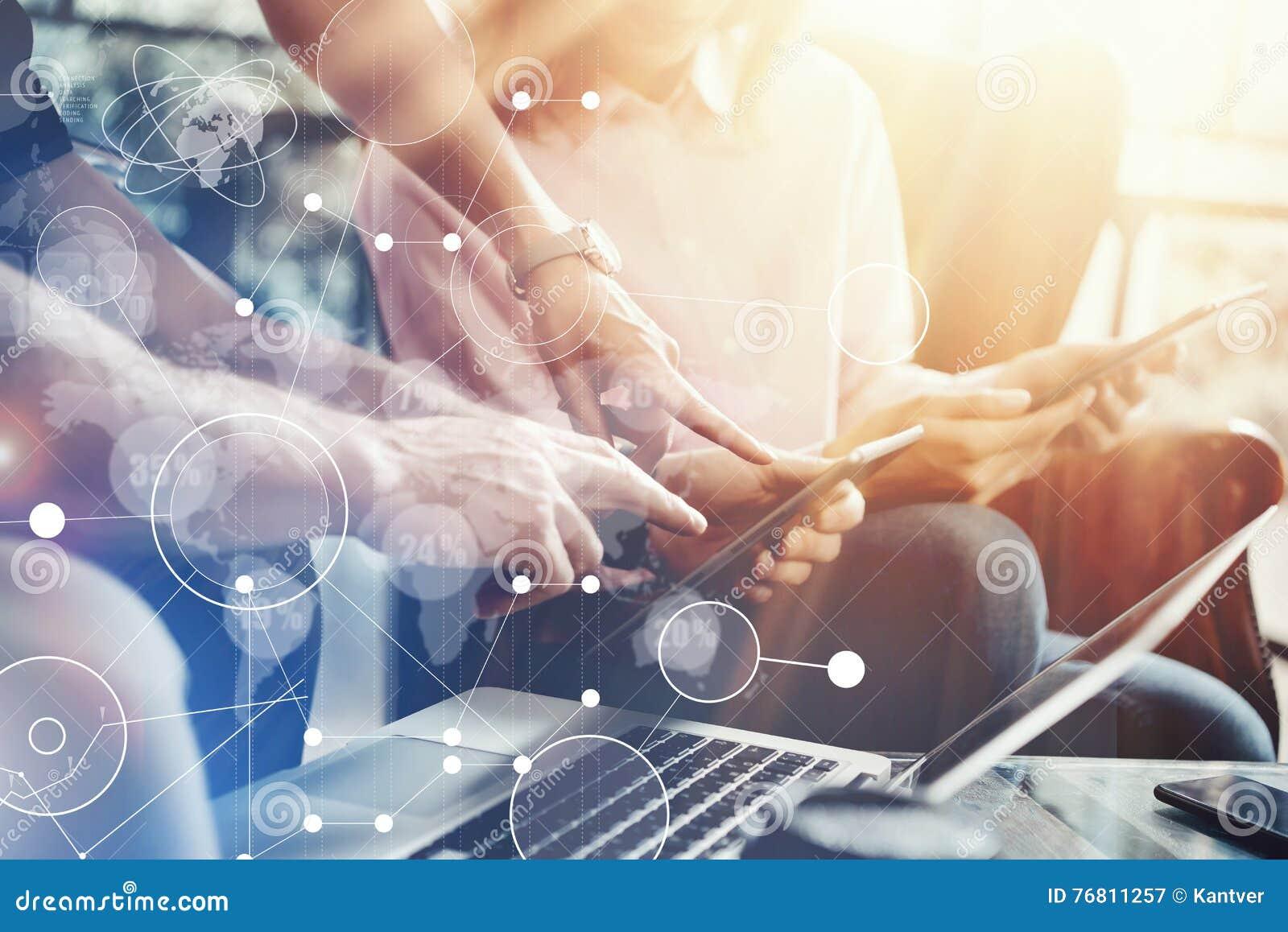 Исследования в области маркетинга интерфейса диаграммы значка глобального соединения виртуальные Молодая команда сотрудников анал
