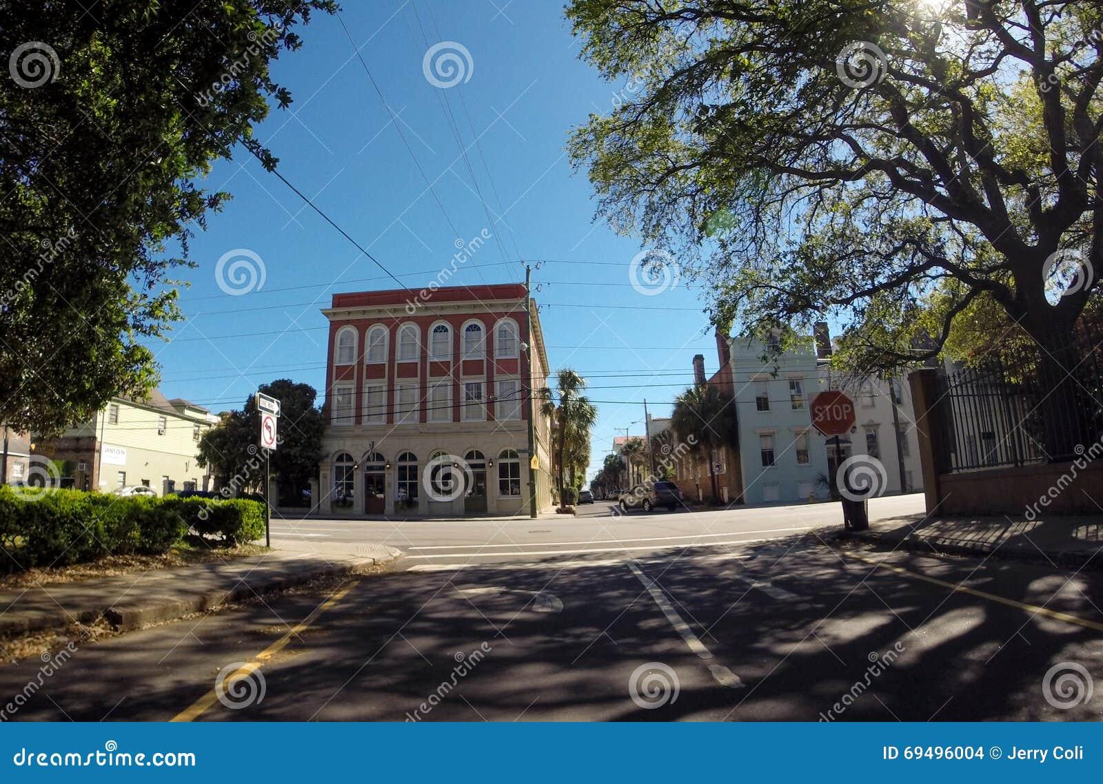 Исторические St Джордж и улица встречи, Чарлстон, SC