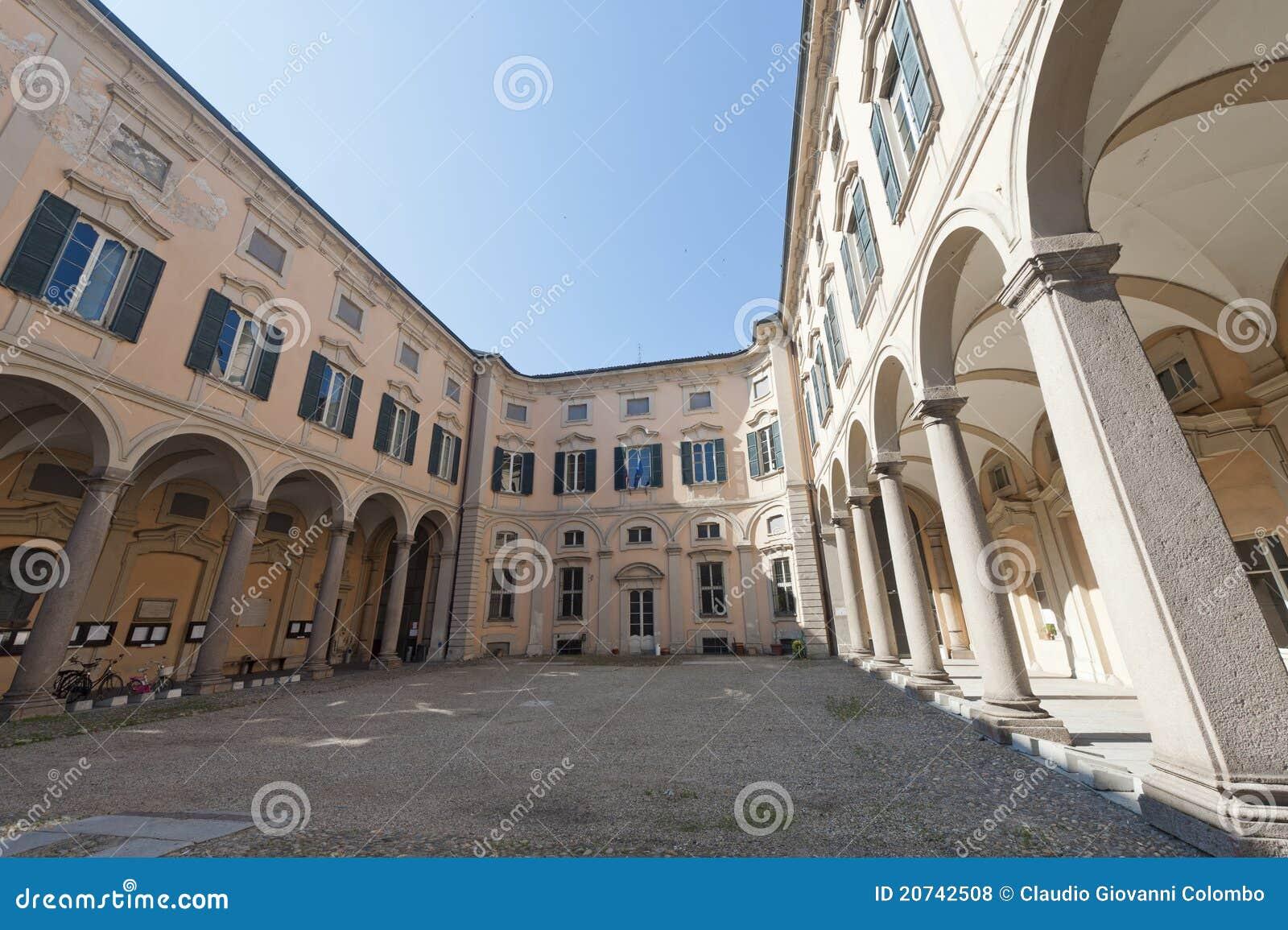 исторический дворец pavia