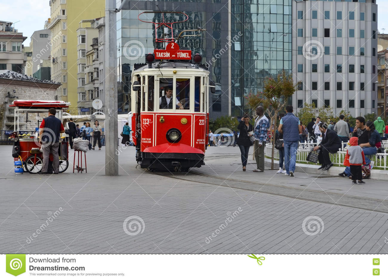 Исторический трамвай на бульваре Istiklal