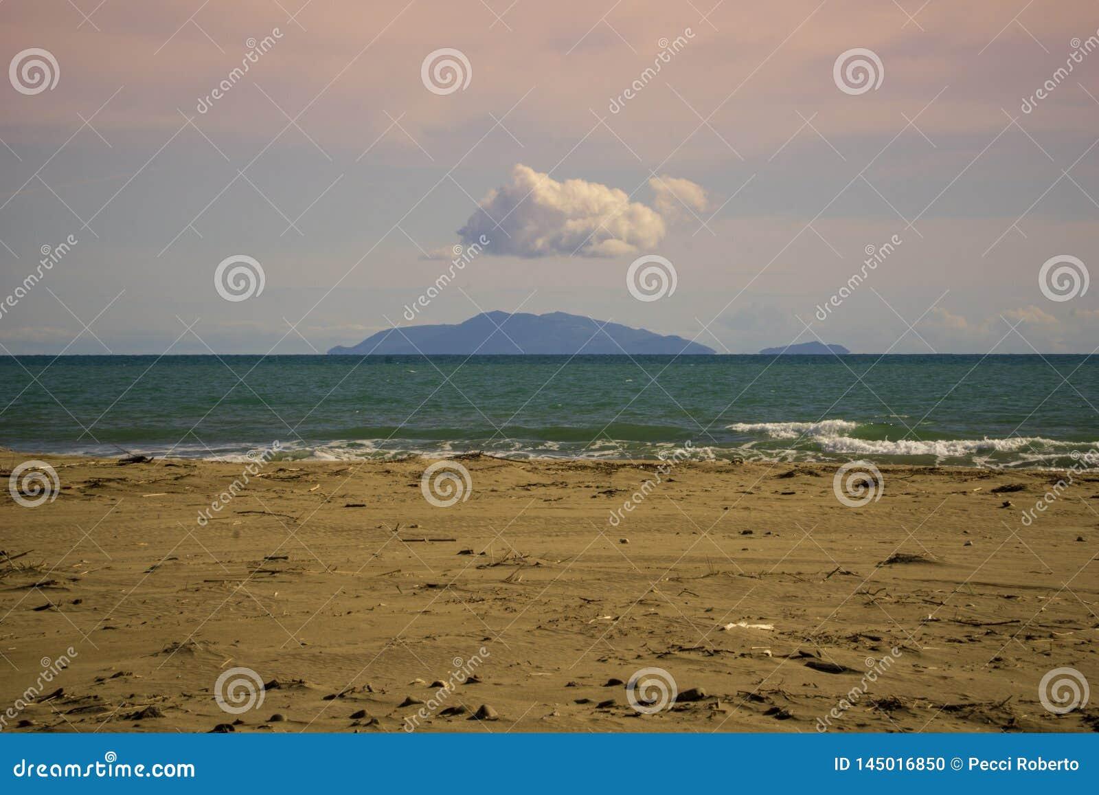 Италия, Тоскана, della Pescaia Castiglione, взгляд острова Giglio