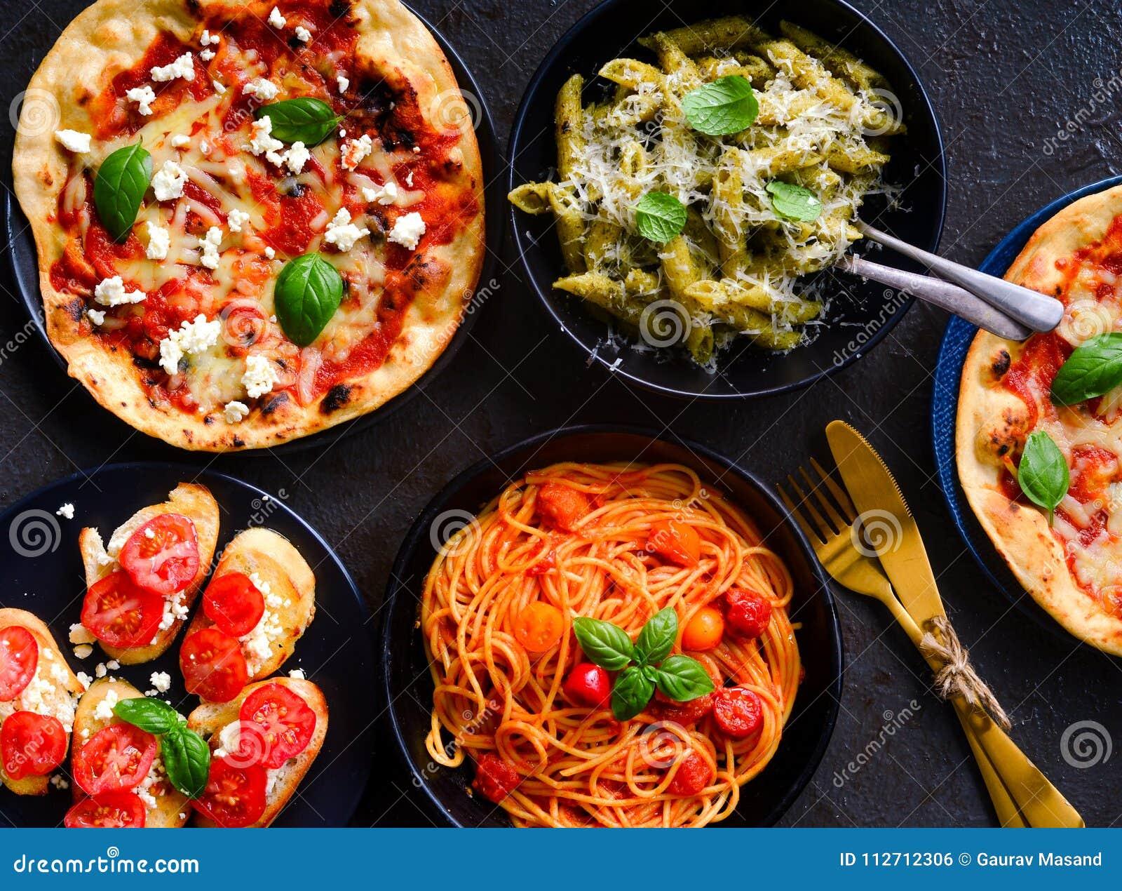 Итальянские вегетарианские диск-макаронные изделия, bruschetta и пицца