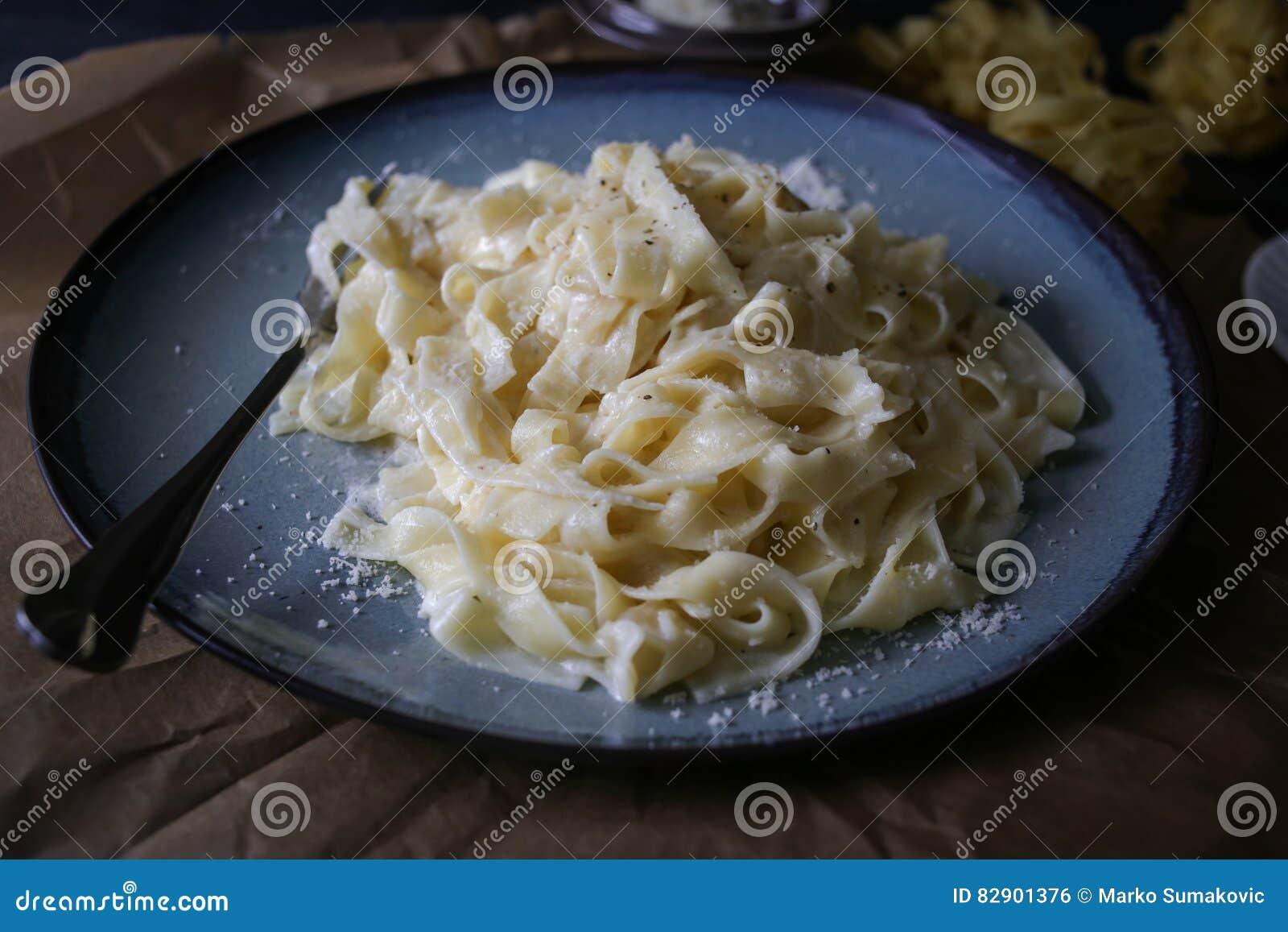 итальянка fettuccine alfredo
