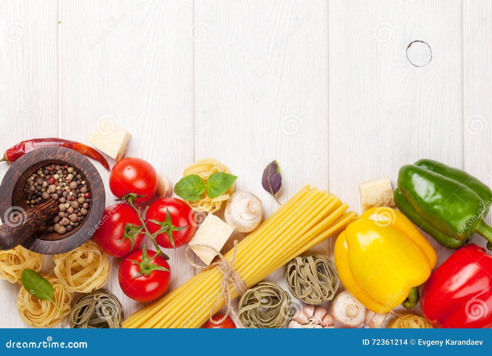 Итальянская еда варя ингридиенты Макаронные изделия, томаты, peppes
