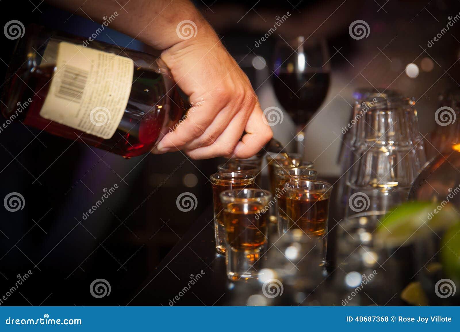 лить спирта