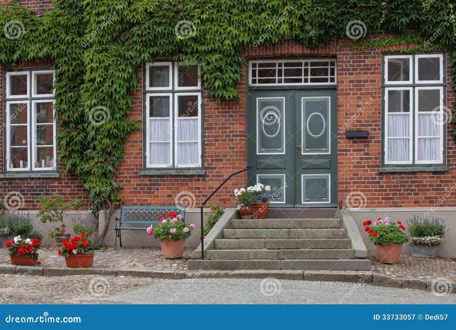 Идилличный жилой дом в маленьком городе