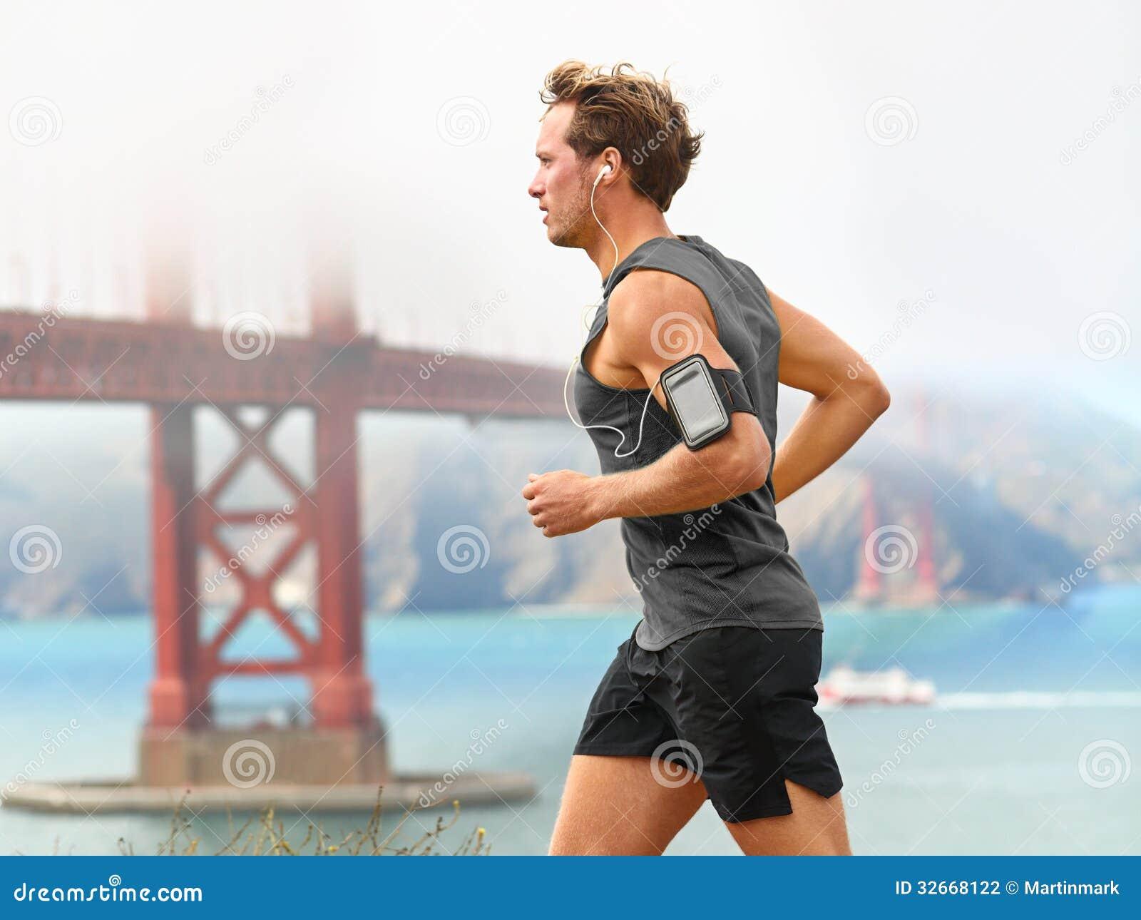 Идущий человек - мужской бегун в Сан-Франциско