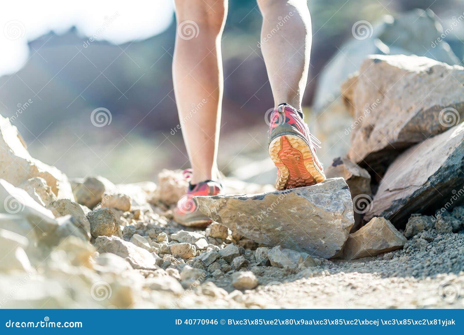 бегущие ноги девушек футаж раз месяц