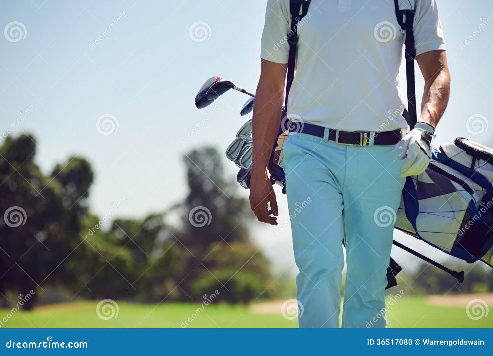 Идя поле для гольфа