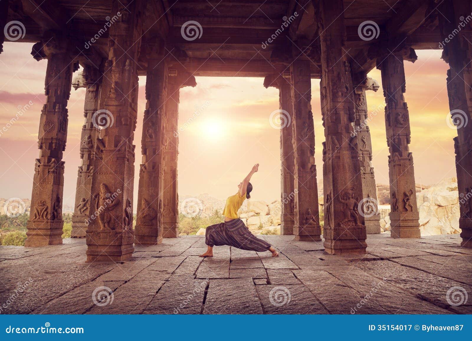Йога в виске Hampi