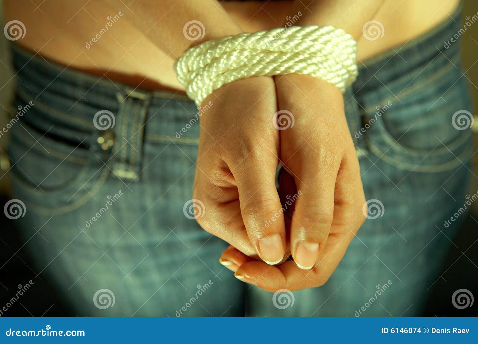 Связанные руки и ноги у девушек 5 фотография