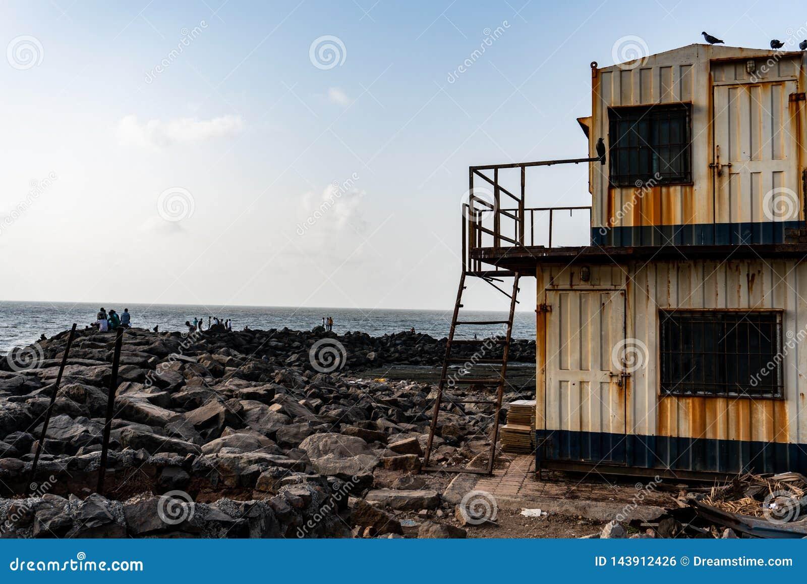 Кабина пляжа deacyed стороной