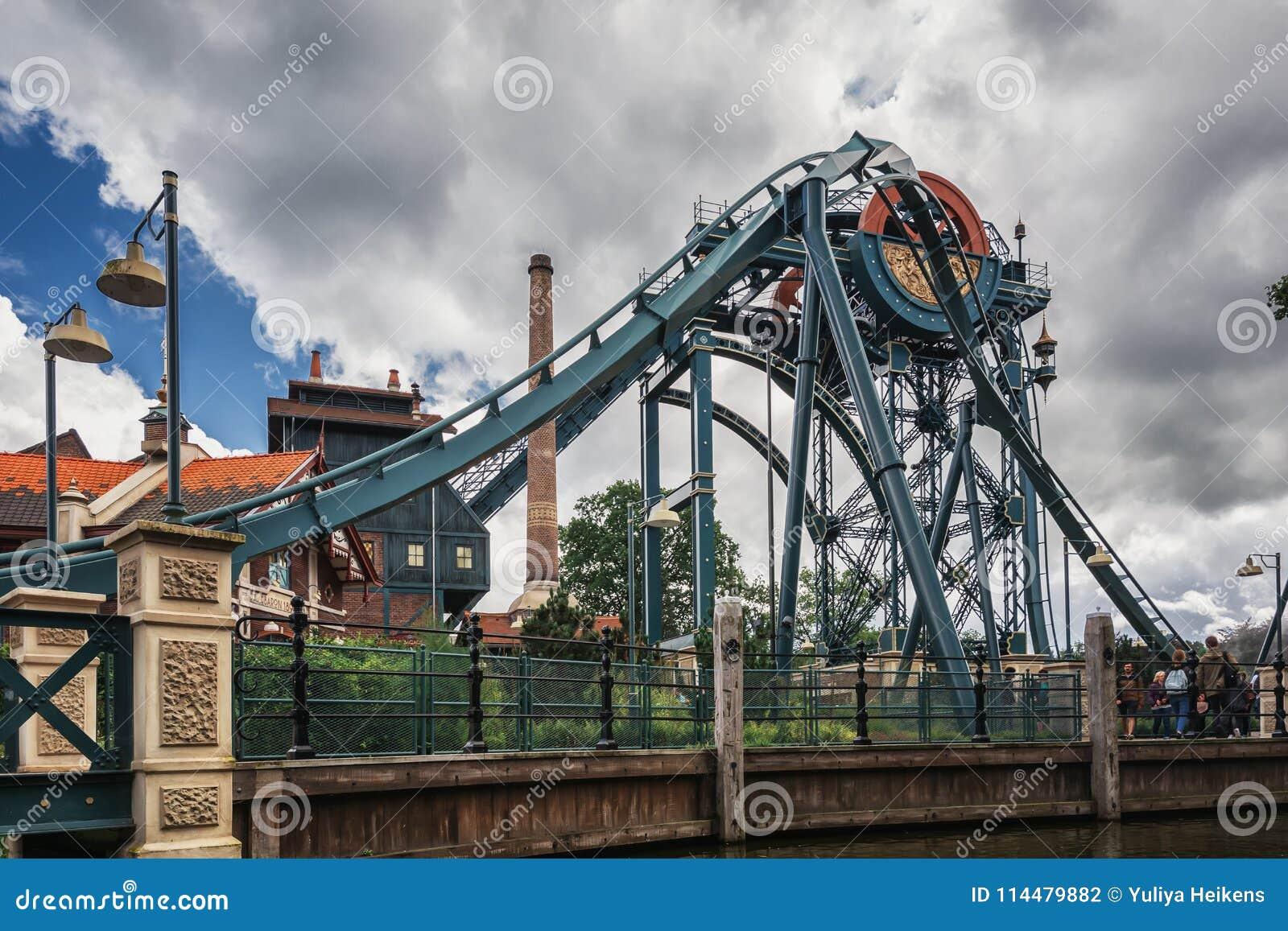 Каботажное судно пикирования барон на парке атракционов Efteling в