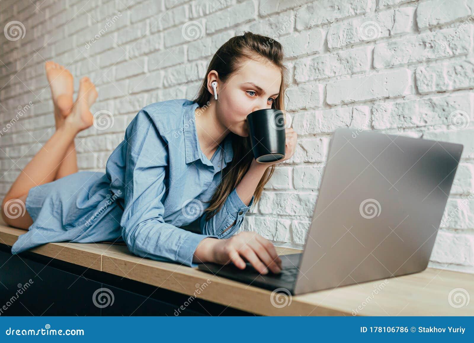 Работы для девушек слушать красивым девушкам скучно на работе