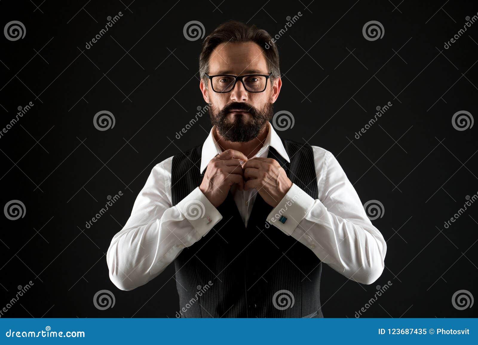 Кавказская концепция Кавказская рубашка кнопки человека Кавказский человек с бородой и усиком Бородатый кавказский бизнесмен