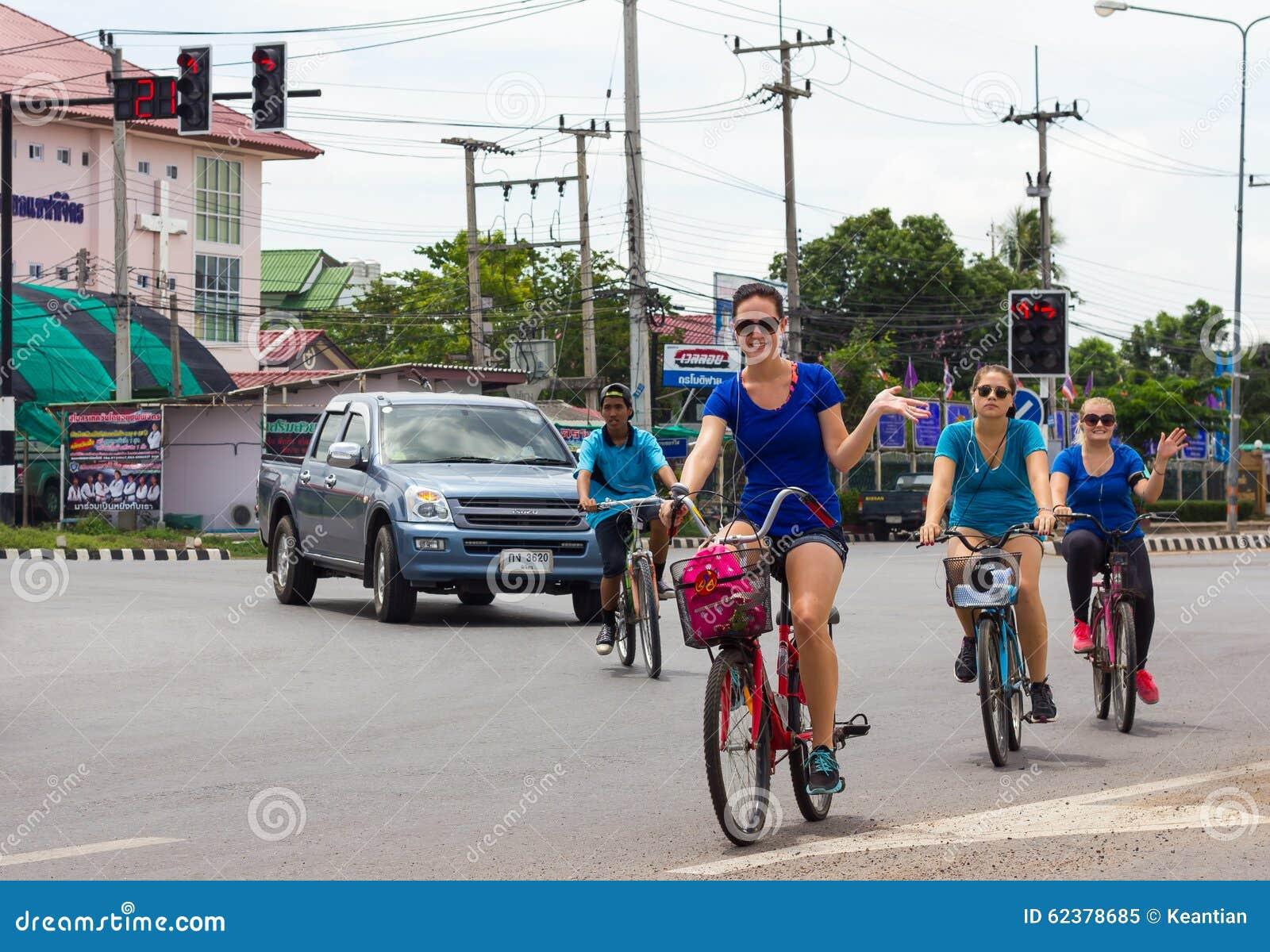Кавказские женские велосипедисты