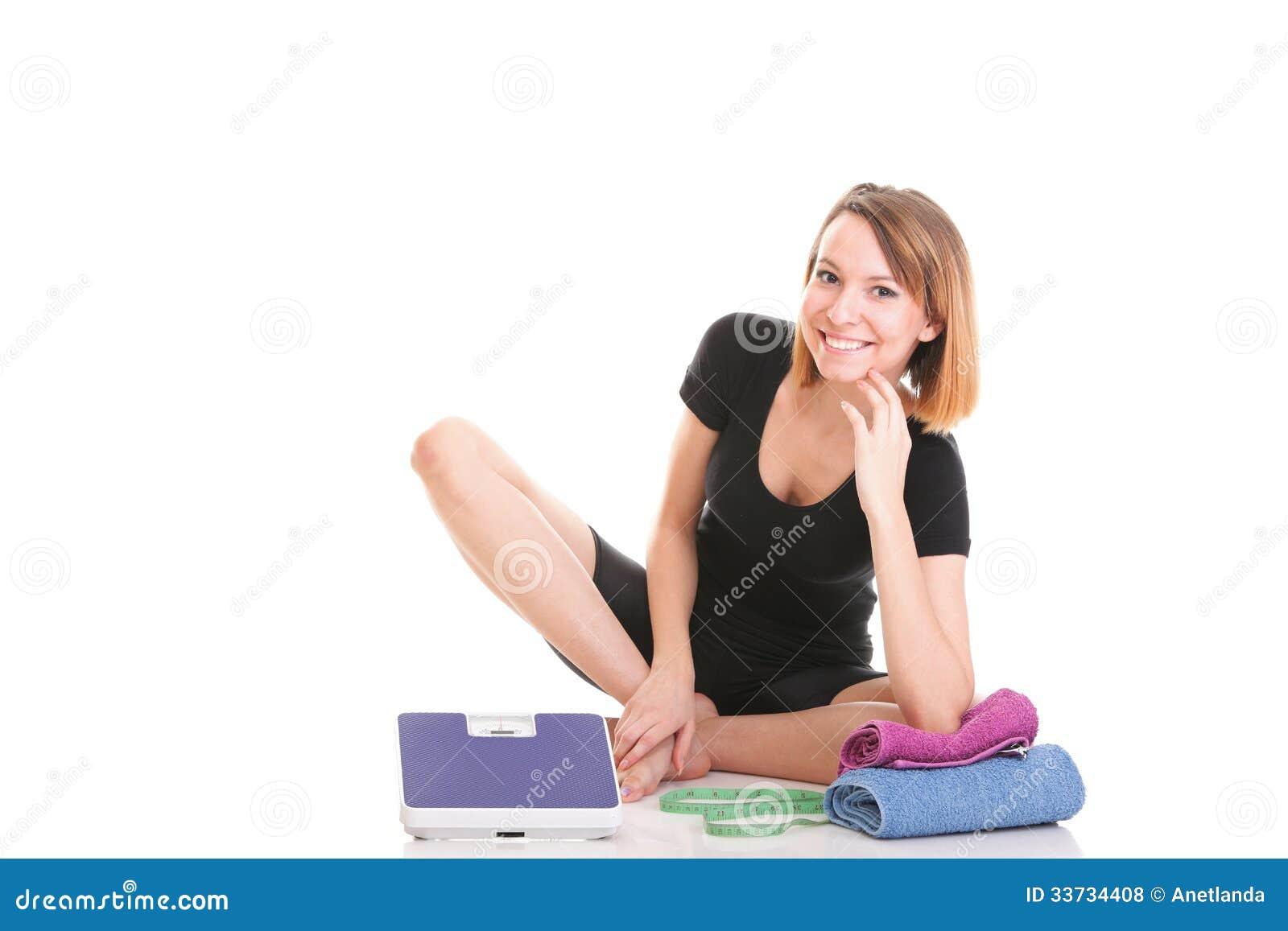 Кавказским белизна веса молодой женщины изолированная масштабом