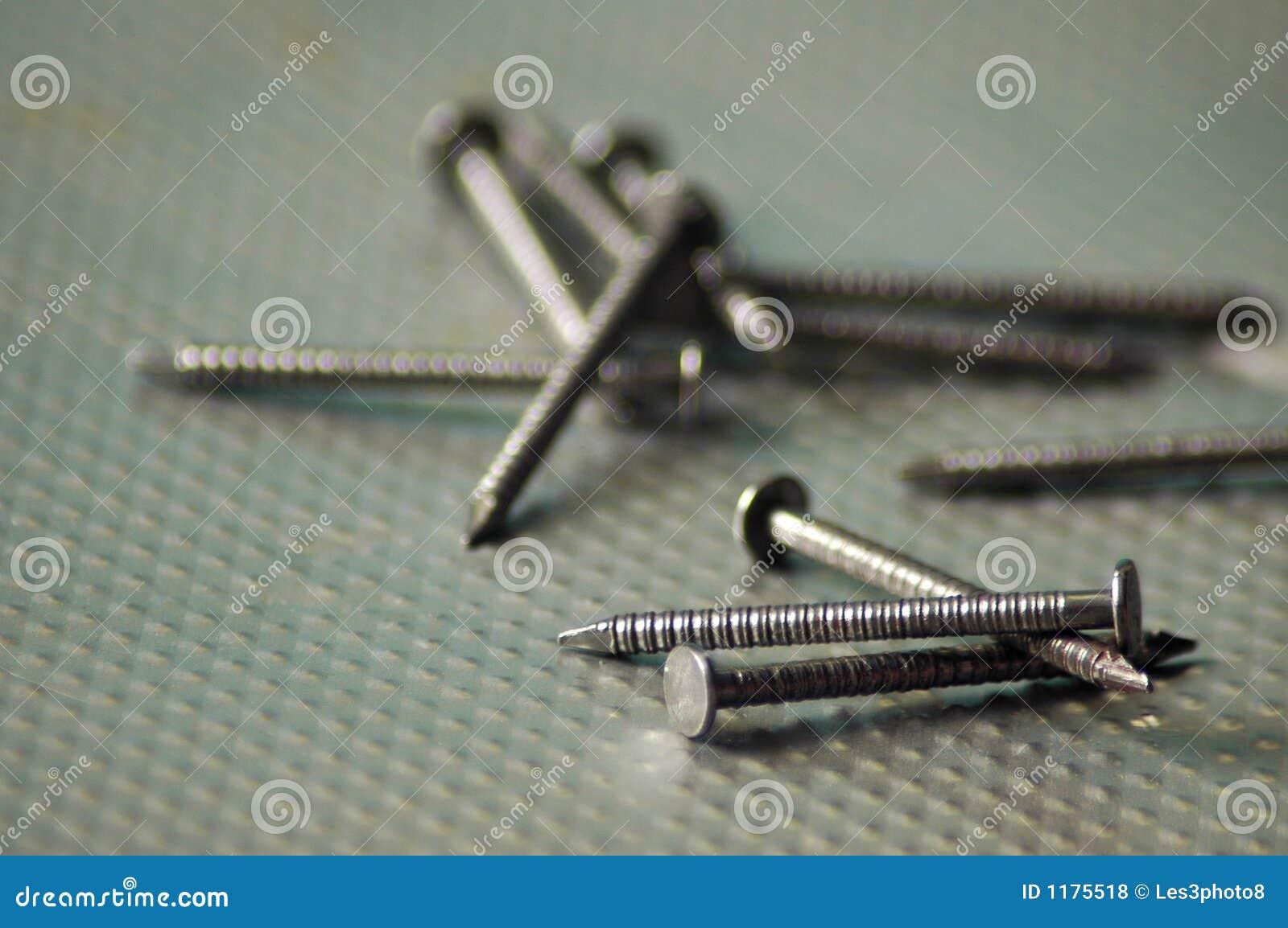 как ногти грубые