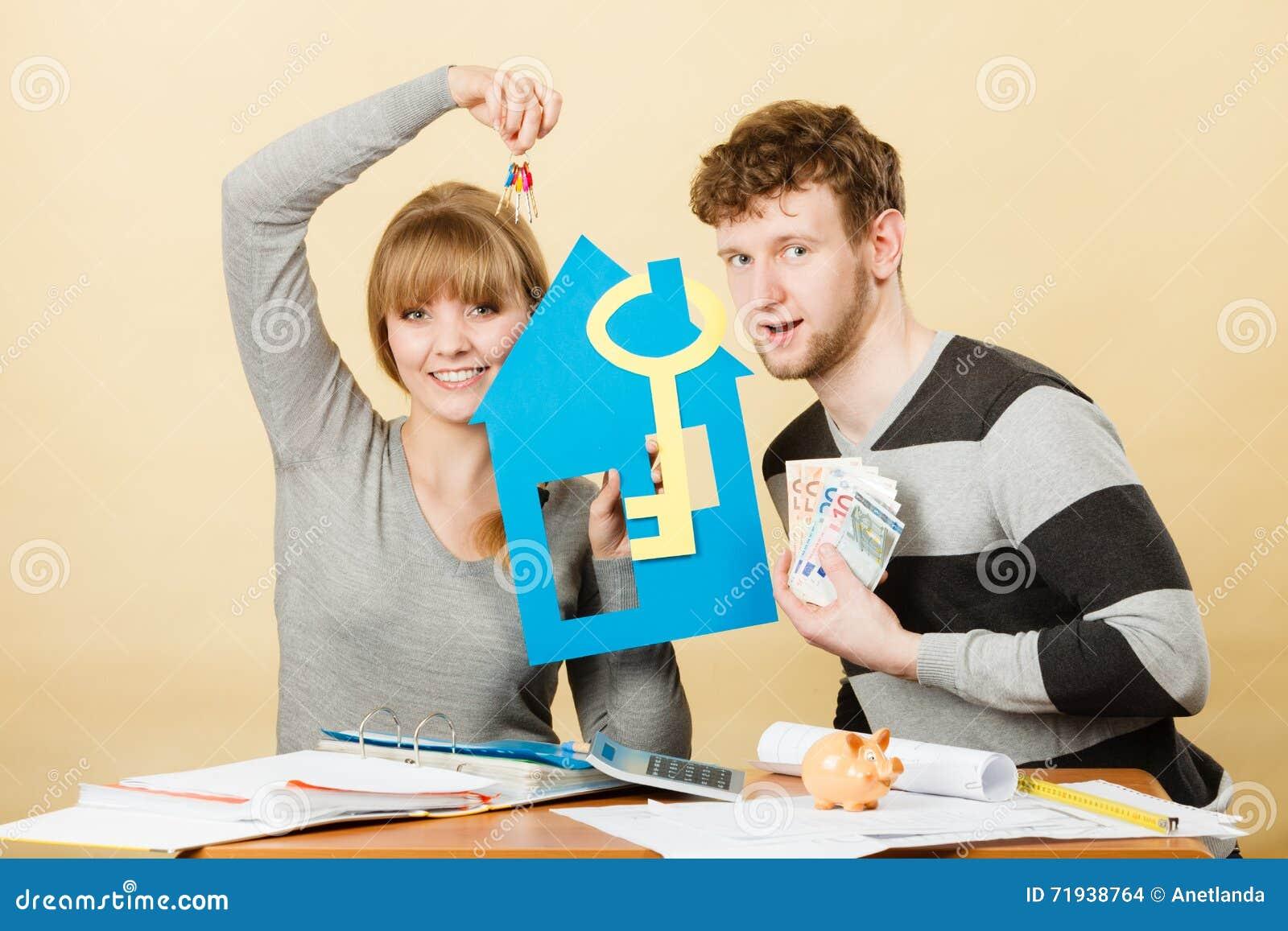 Как раз пожененный покупая дом