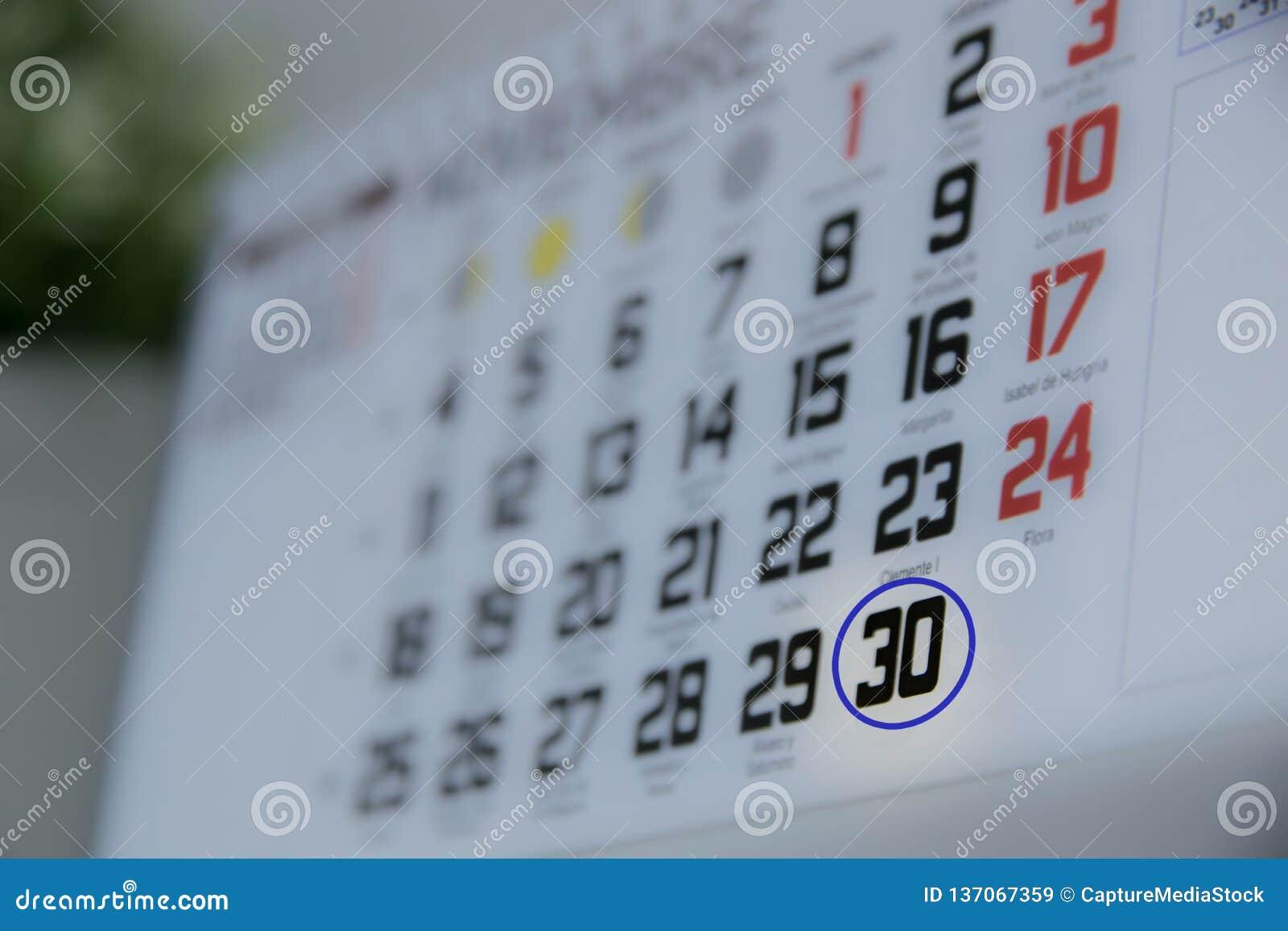 Календарь окружая 30-ый день месяца Специальный день