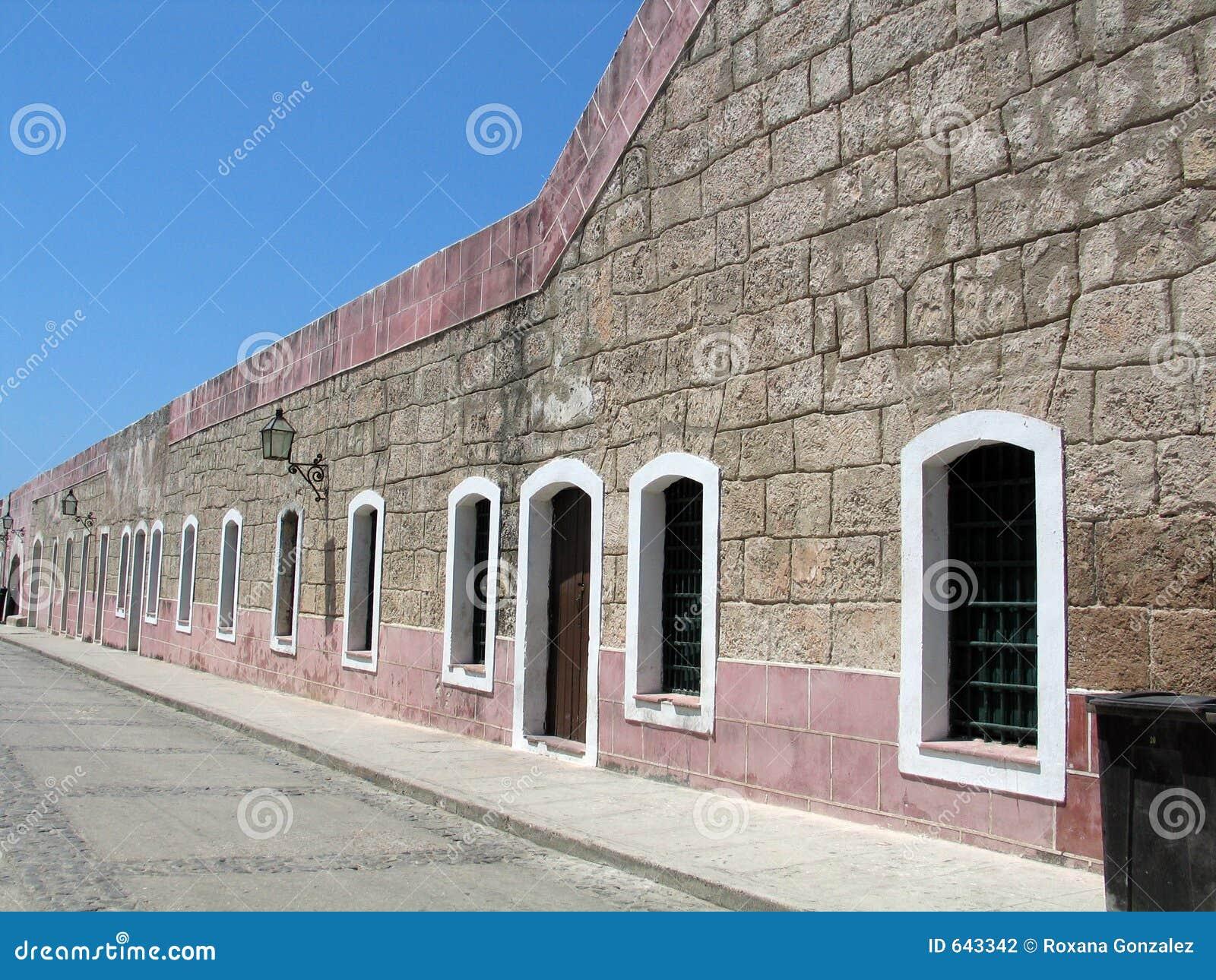 Download каменные стены села стоковое фото. изображение насчитывающей зодчества - 643342