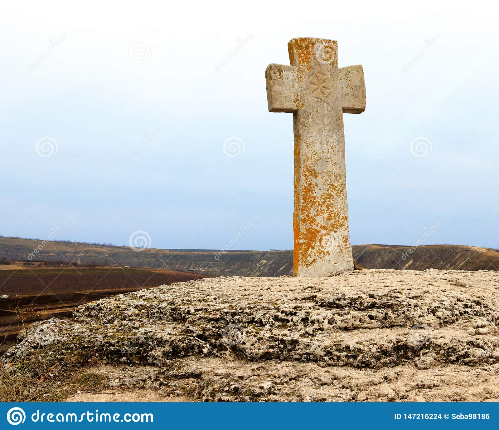 Каменный крест около церков