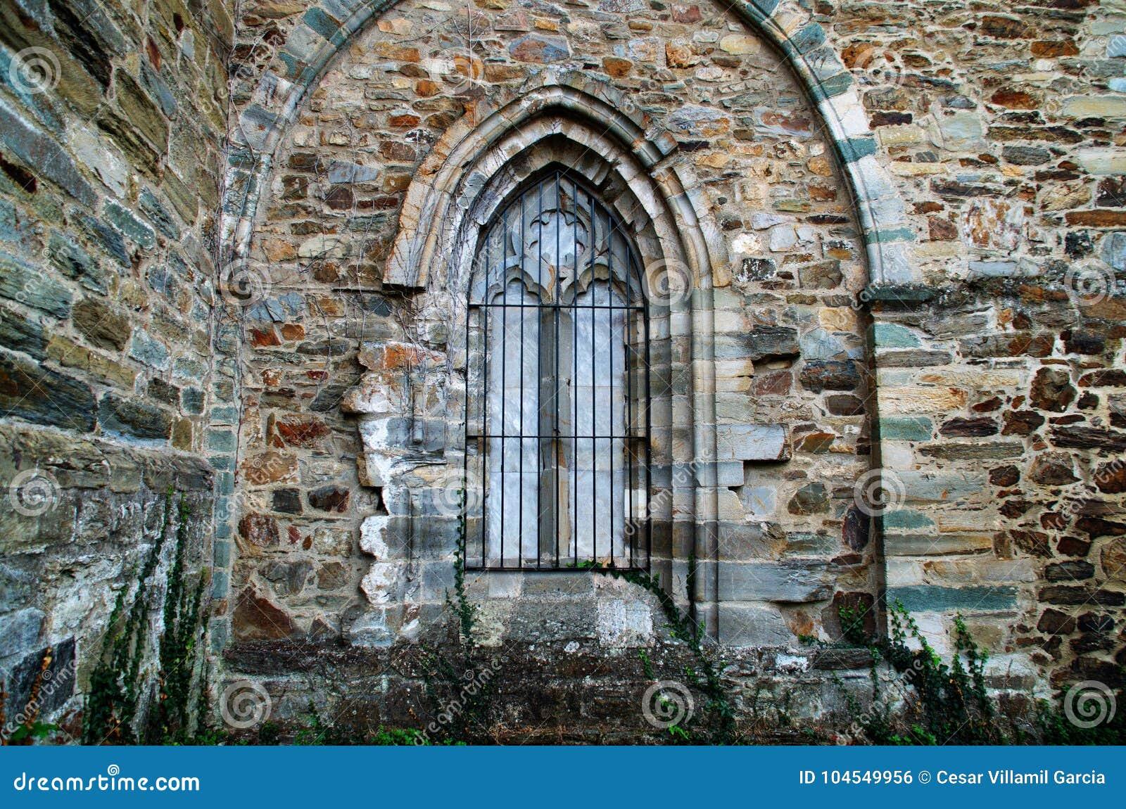 Каменный свод в церков Вильяфранки del Bierzo Леона Испании