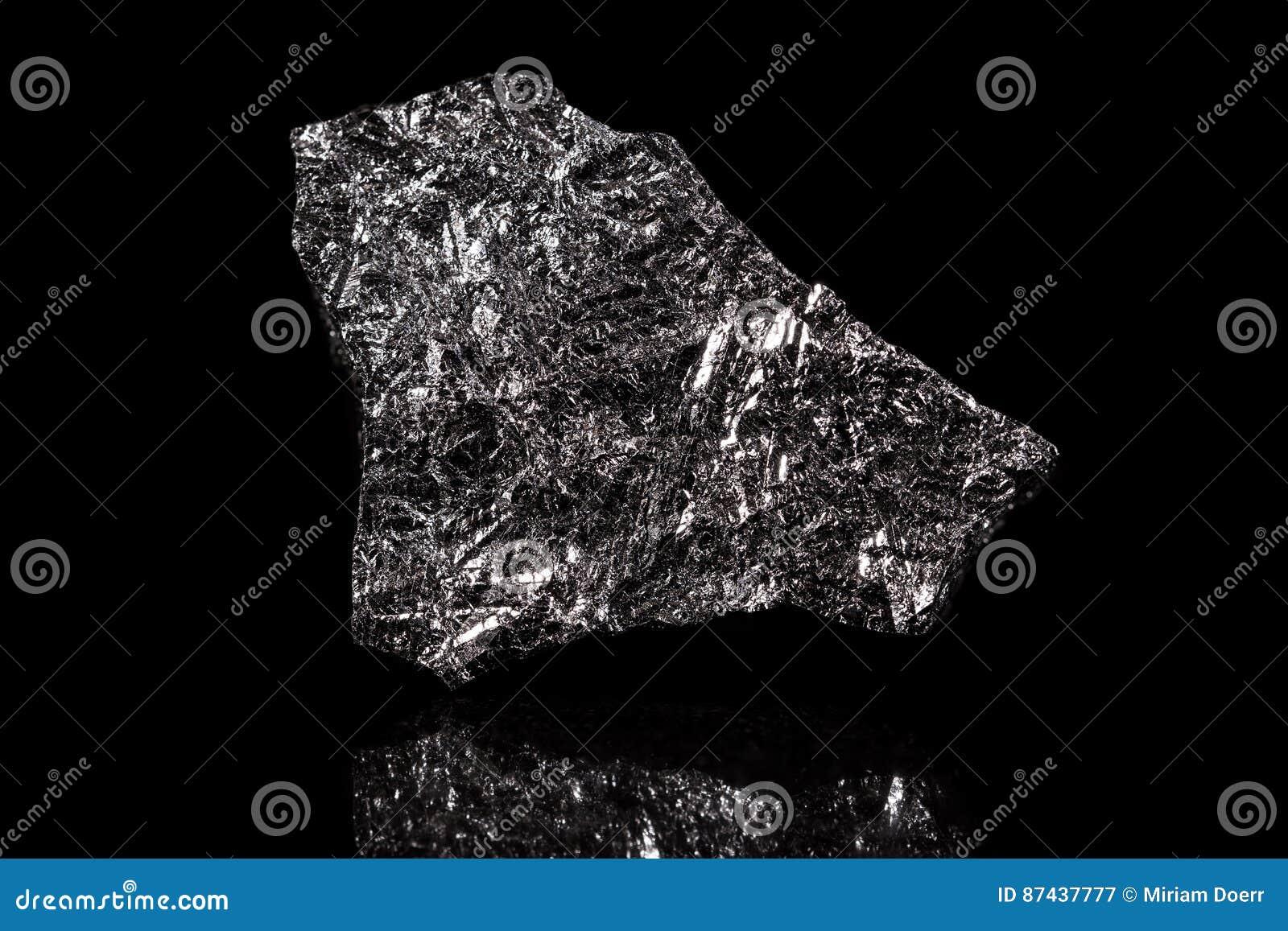 Камень кремния, химический элемент, черная предпосылка