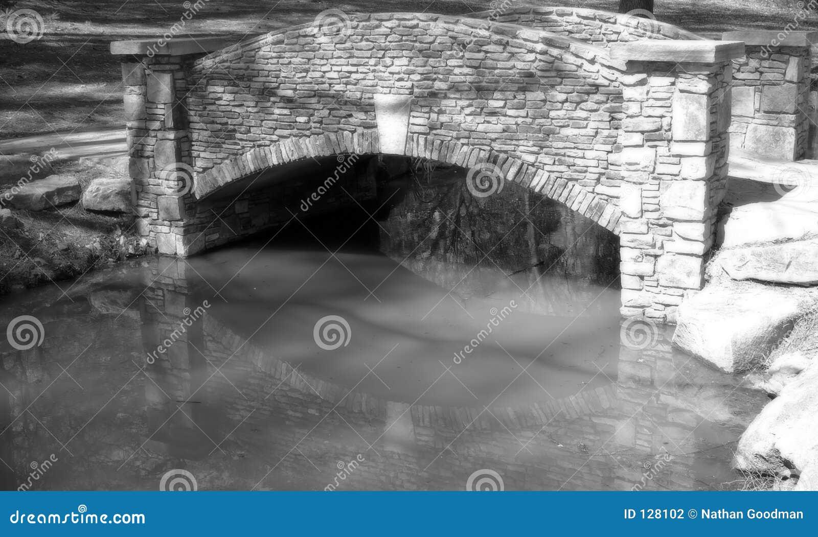 камень моста