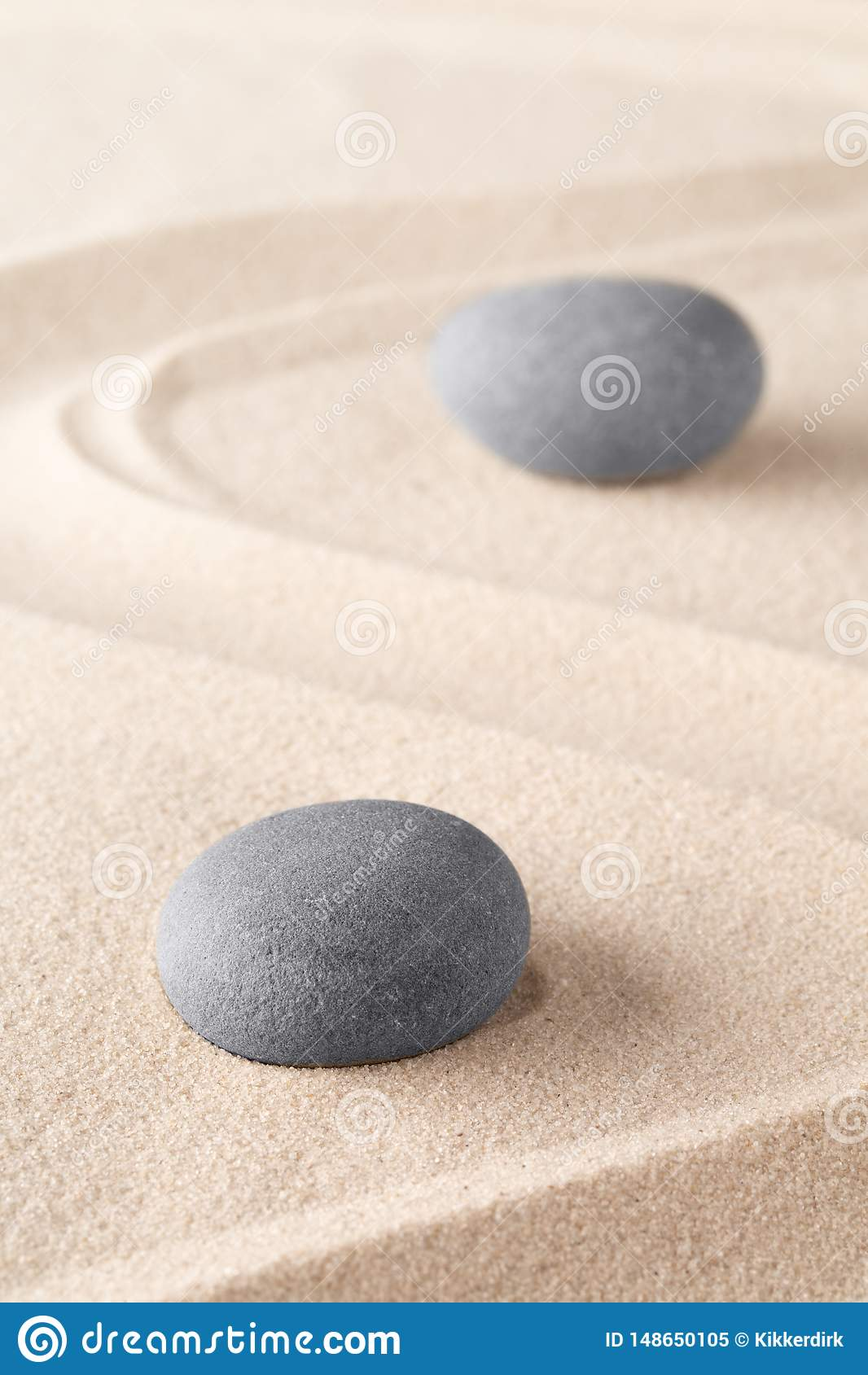 Камень раздумья дзэна в японском саде дзэна