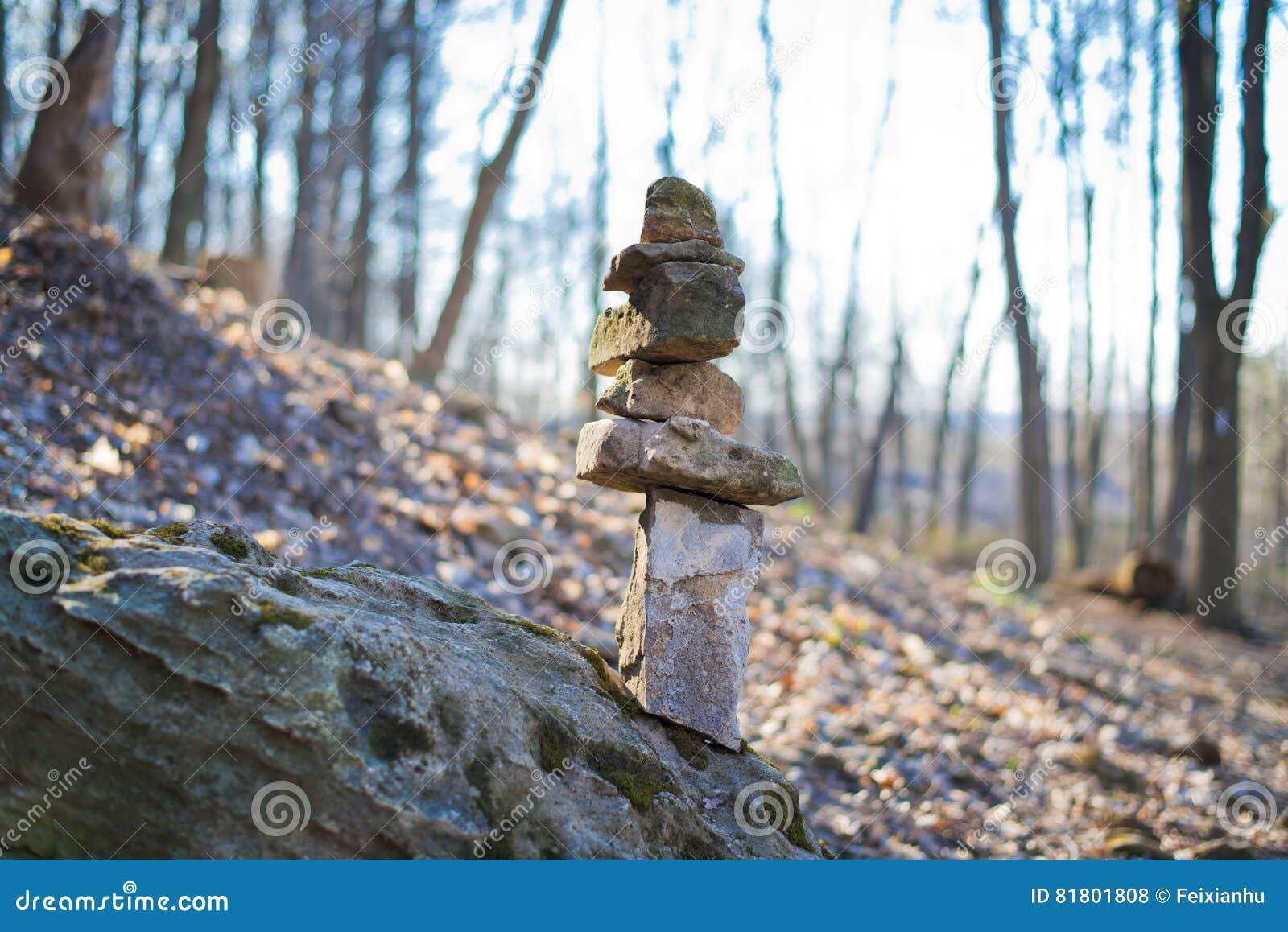 Камень Mani в тропе