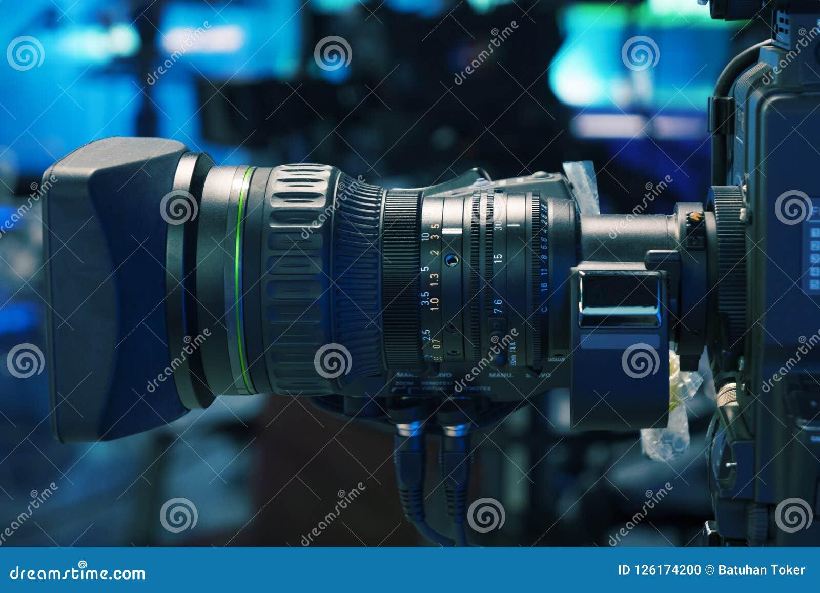 Камера камеры студии и крана телевидения передачи в комнате студии новостей