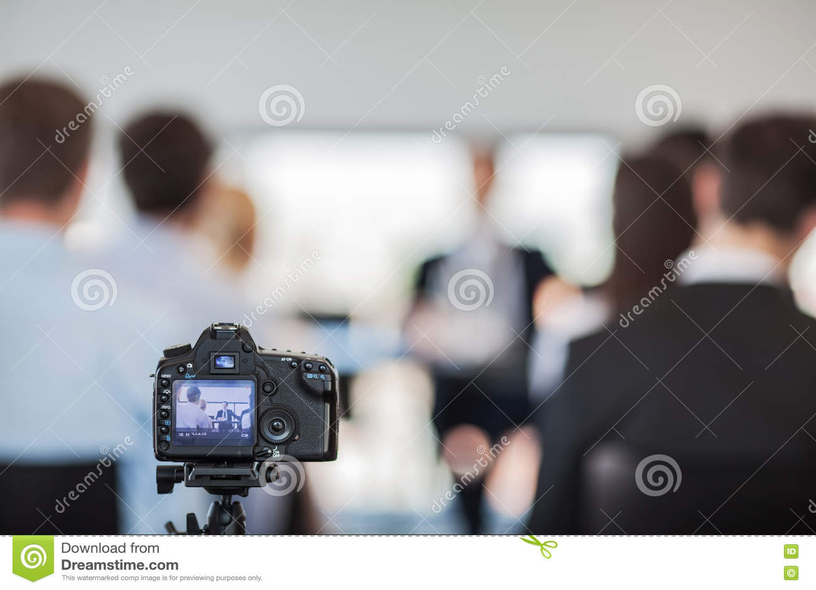Камера на пресс-конференции
