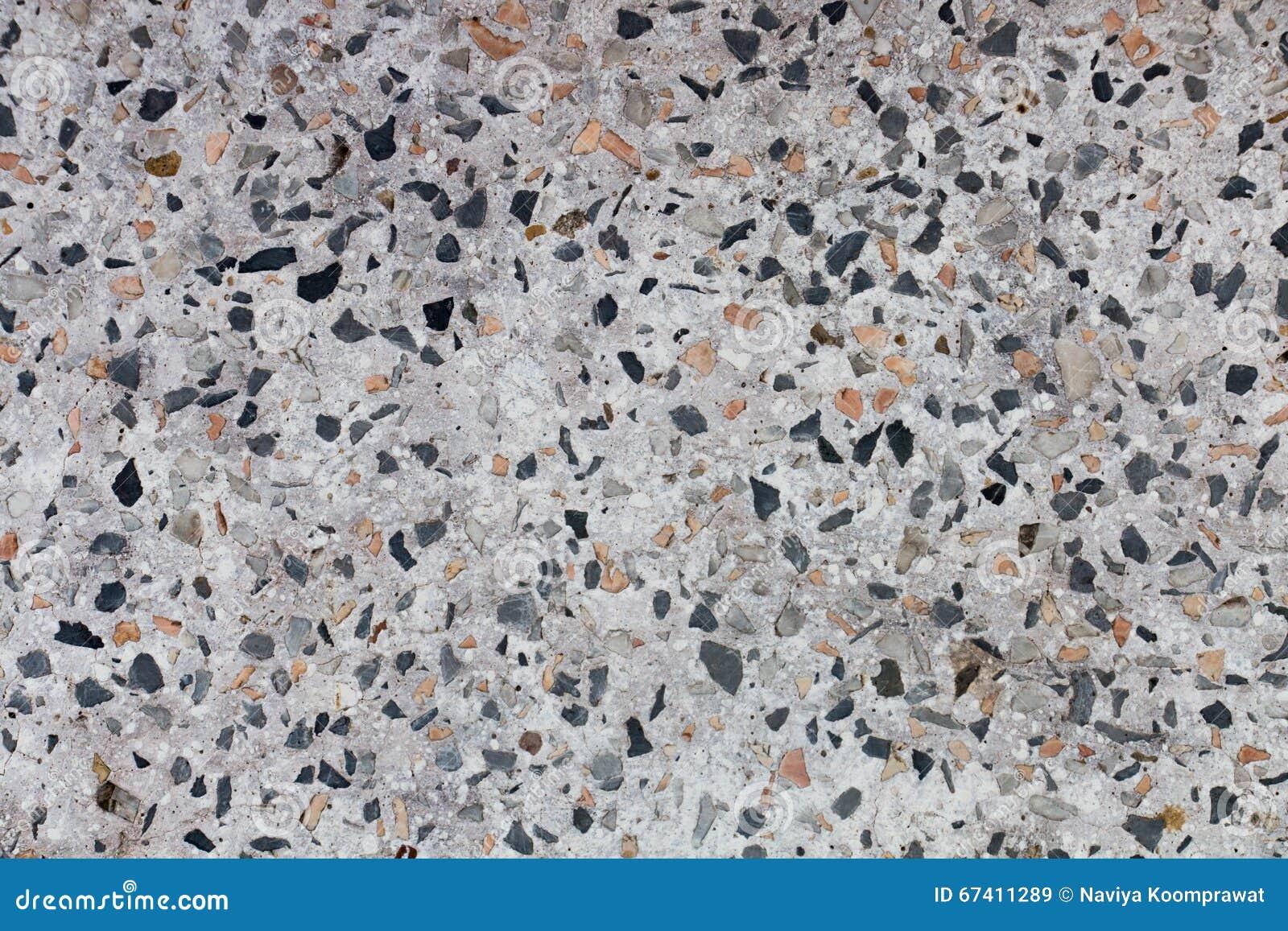 Камешки в цементе