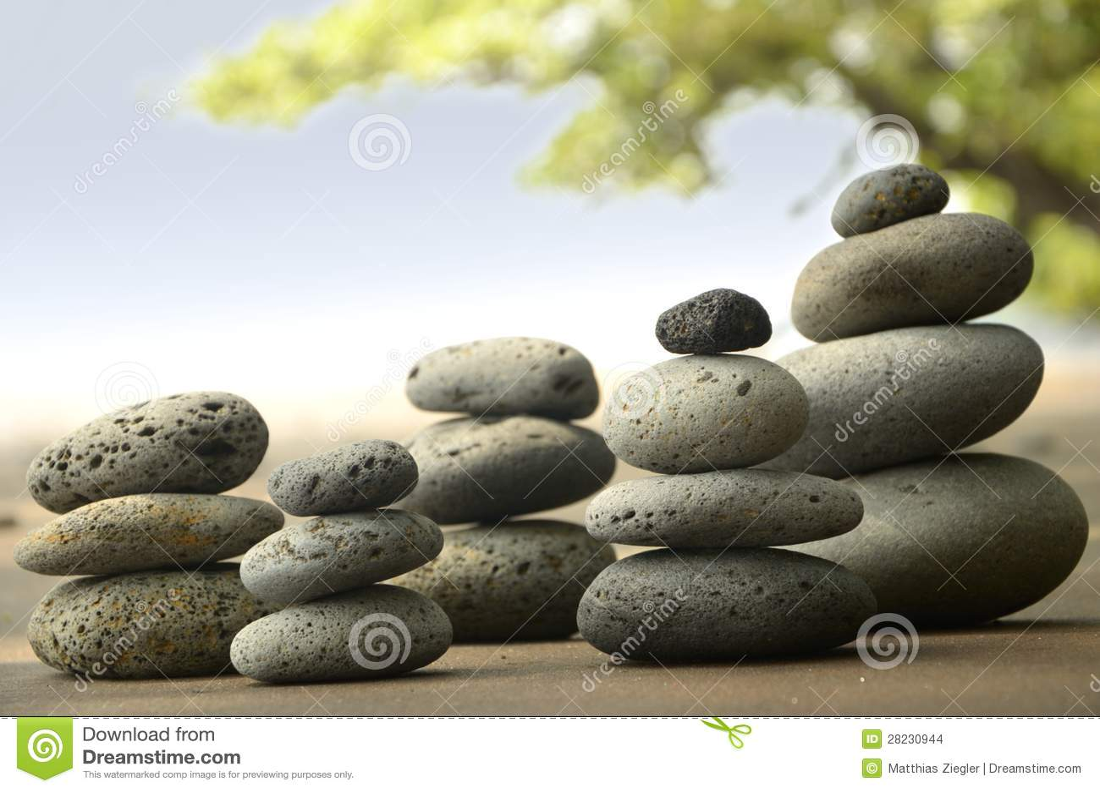 Камни базальта на пляже