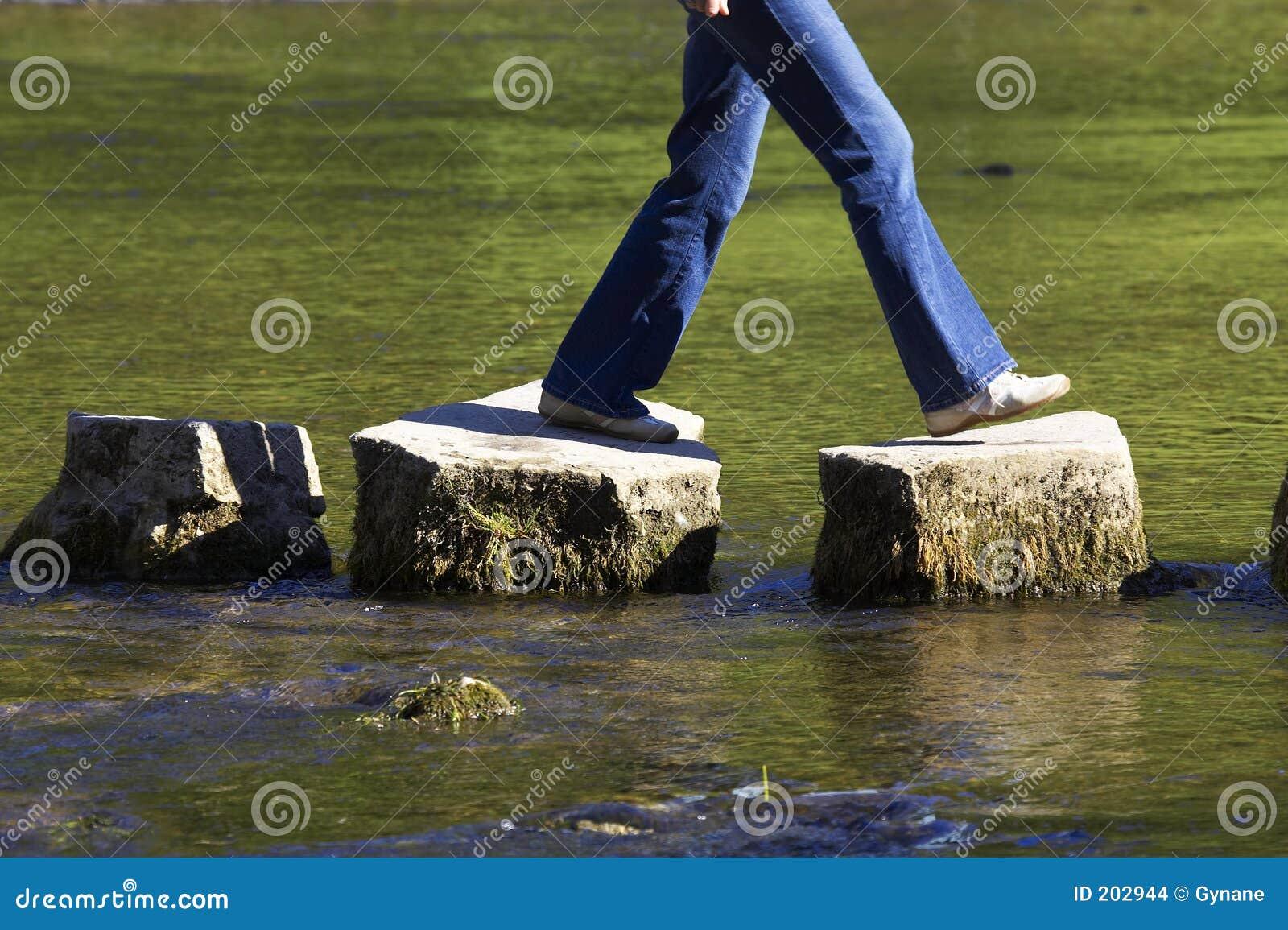 камни 3 реки скрещивания шагая