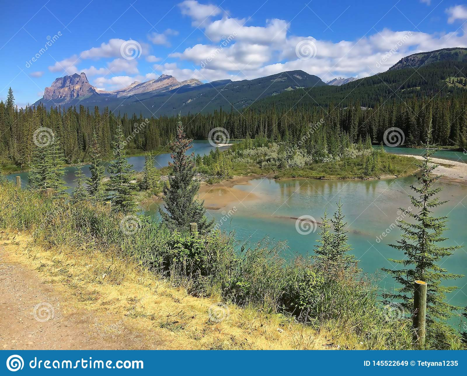 Канадские скалистые горы - захватывающий вид на озеро