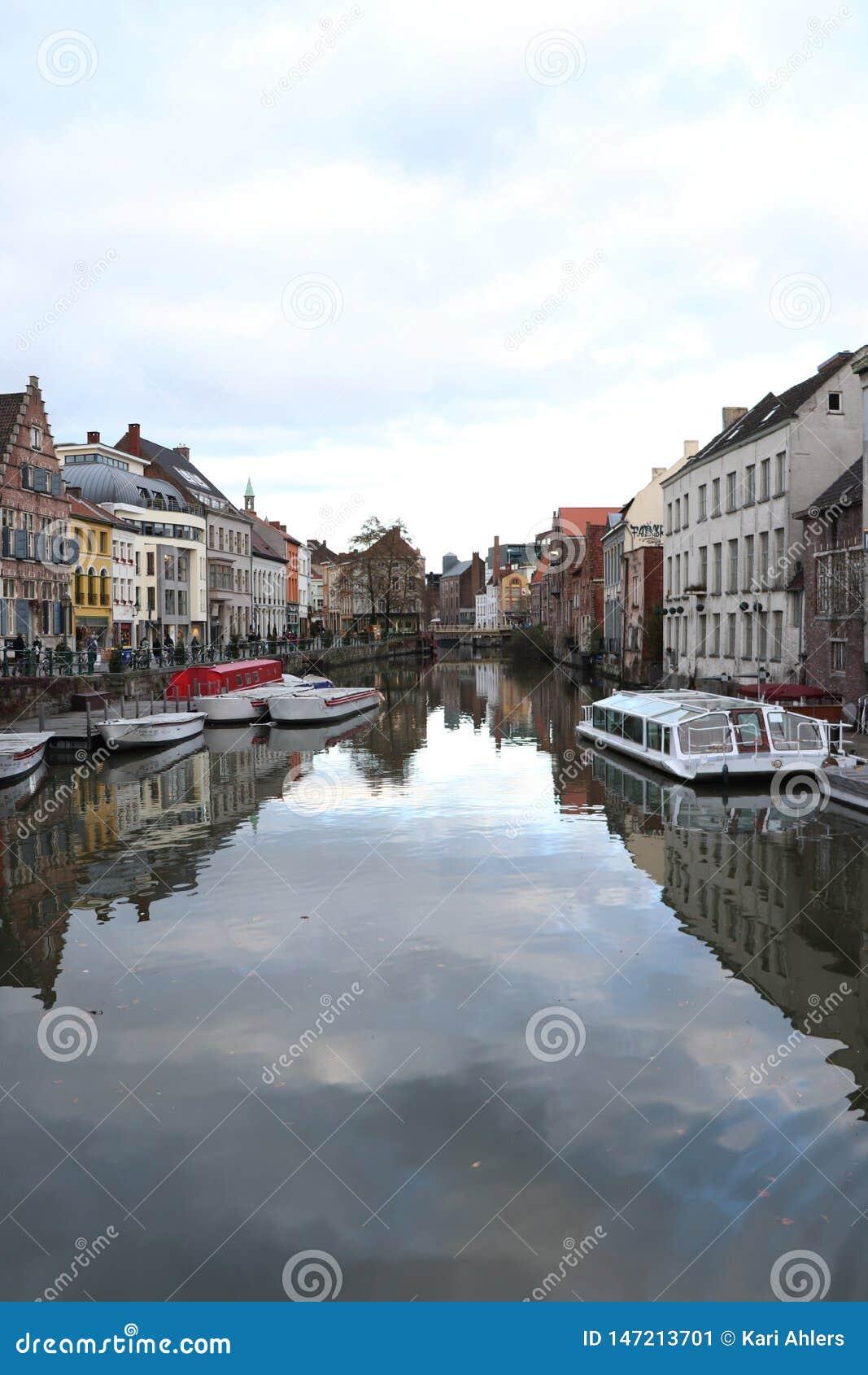 Канал в городском Генте, Бельгии