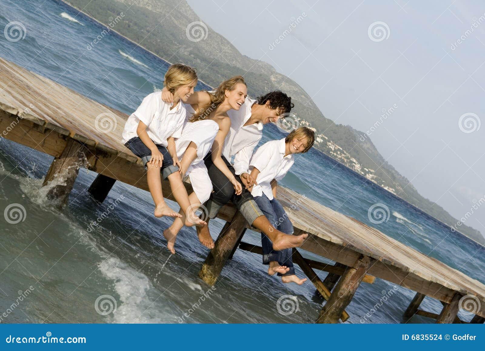каникула семьи счастливая ослабляя