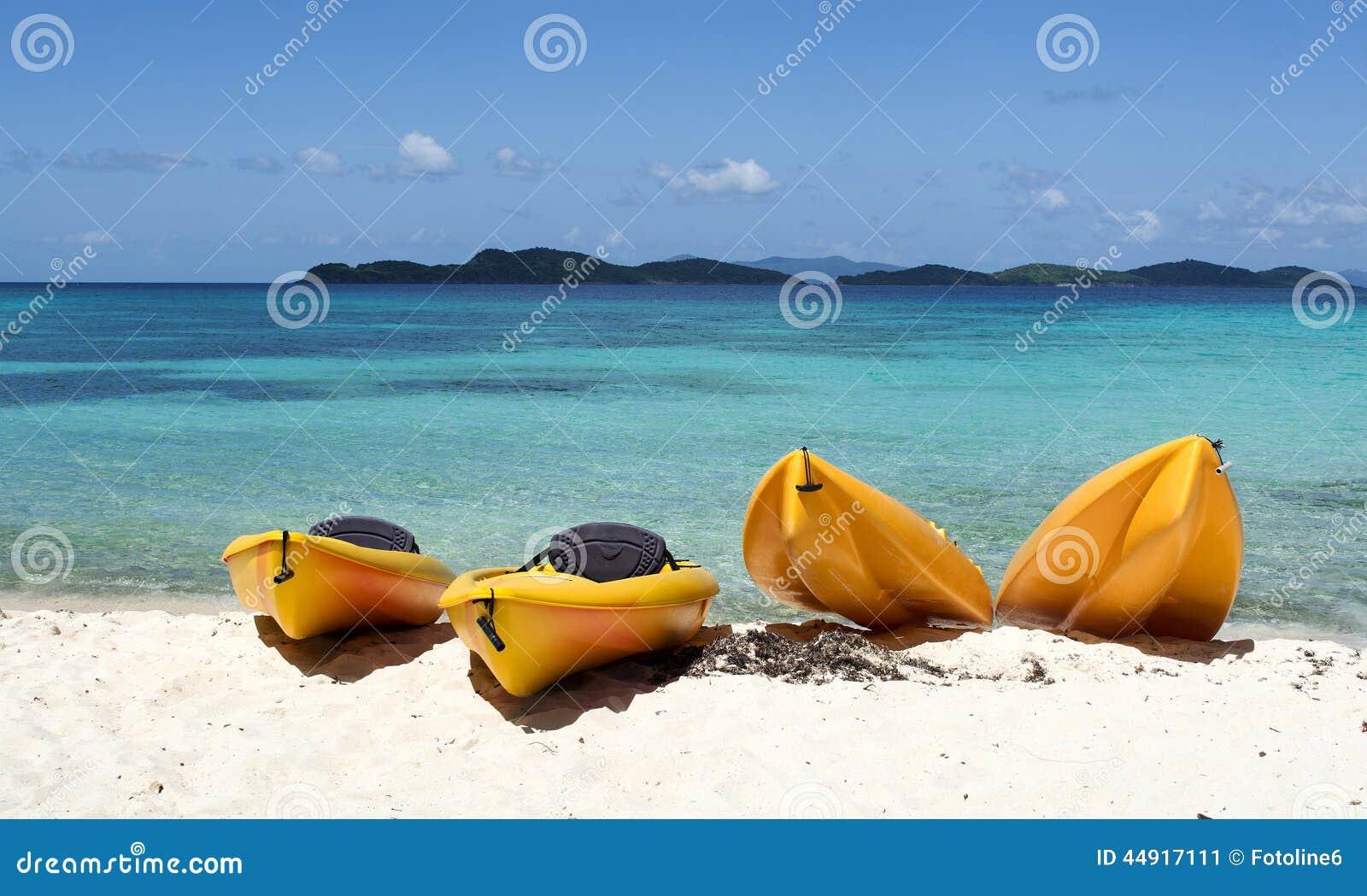 Каное на пляже