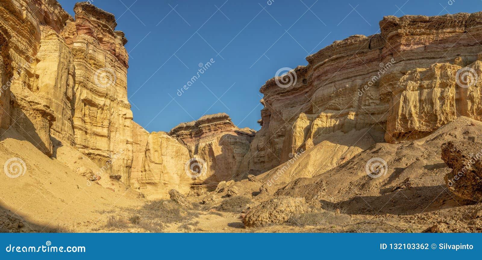 Каньоны в пустыне Namibe С солнцем вышесказанного anisette