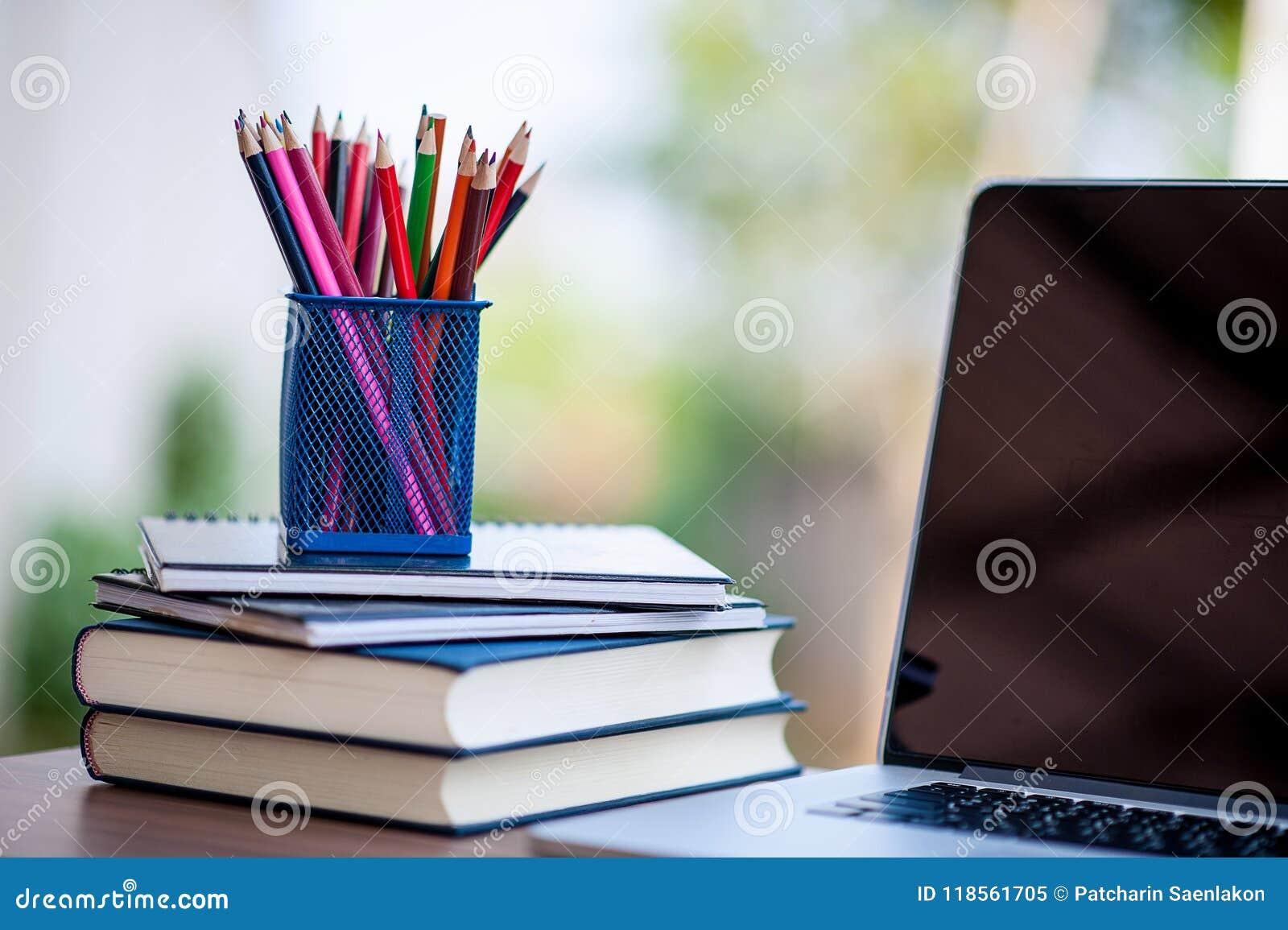 фото карандашей и книжек как-то рейтинговать, так