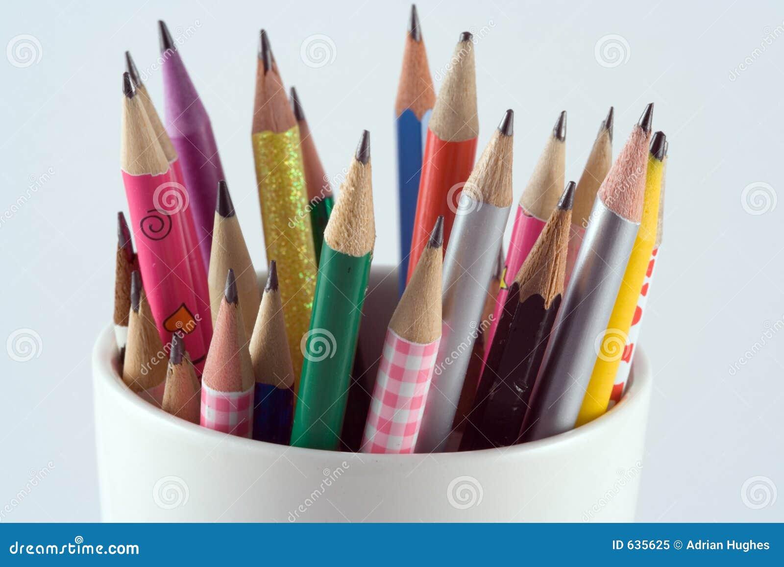 Download карандаши чашки стоковое изображение. изображение насчитывающей шарж - 635625