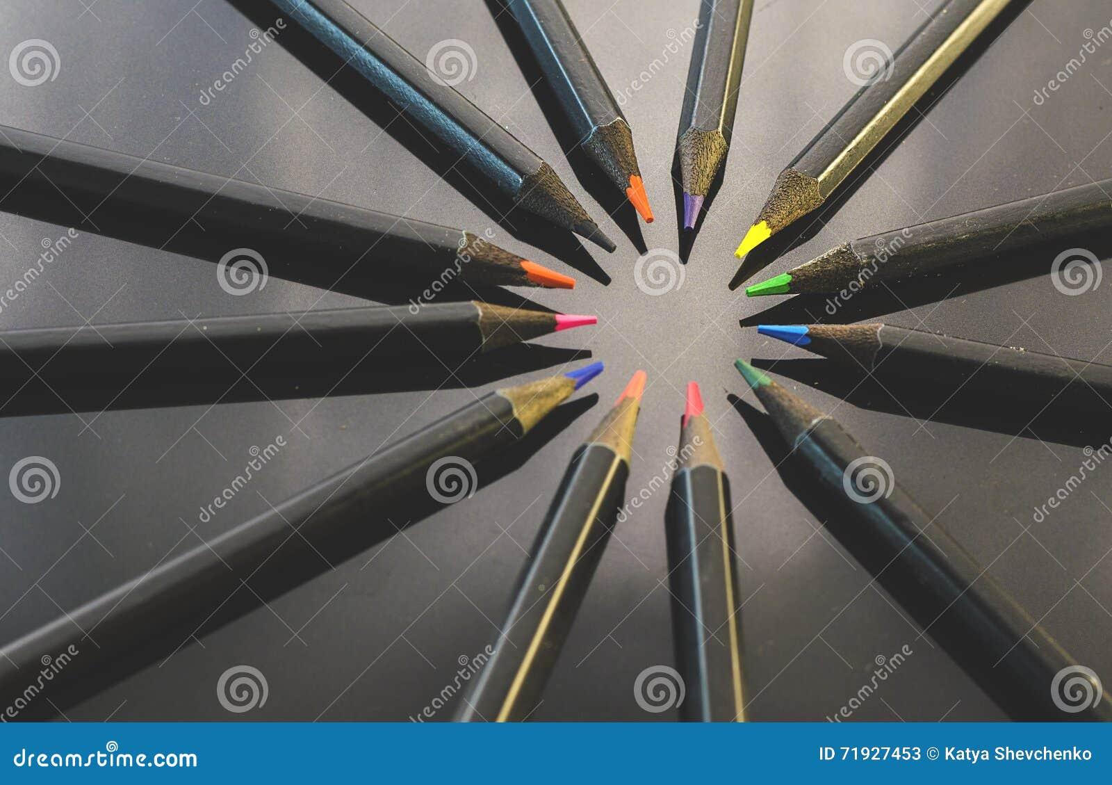 карандаши предпосылки покрашенные чернотой