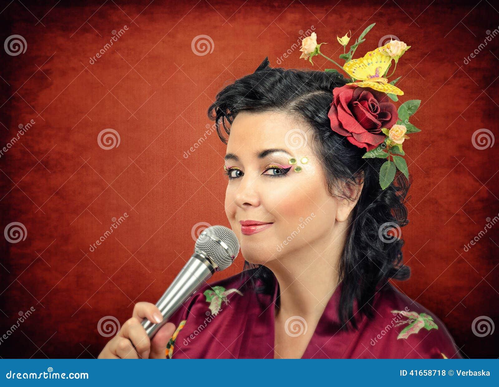 Караоке петь белой женщины кимоно