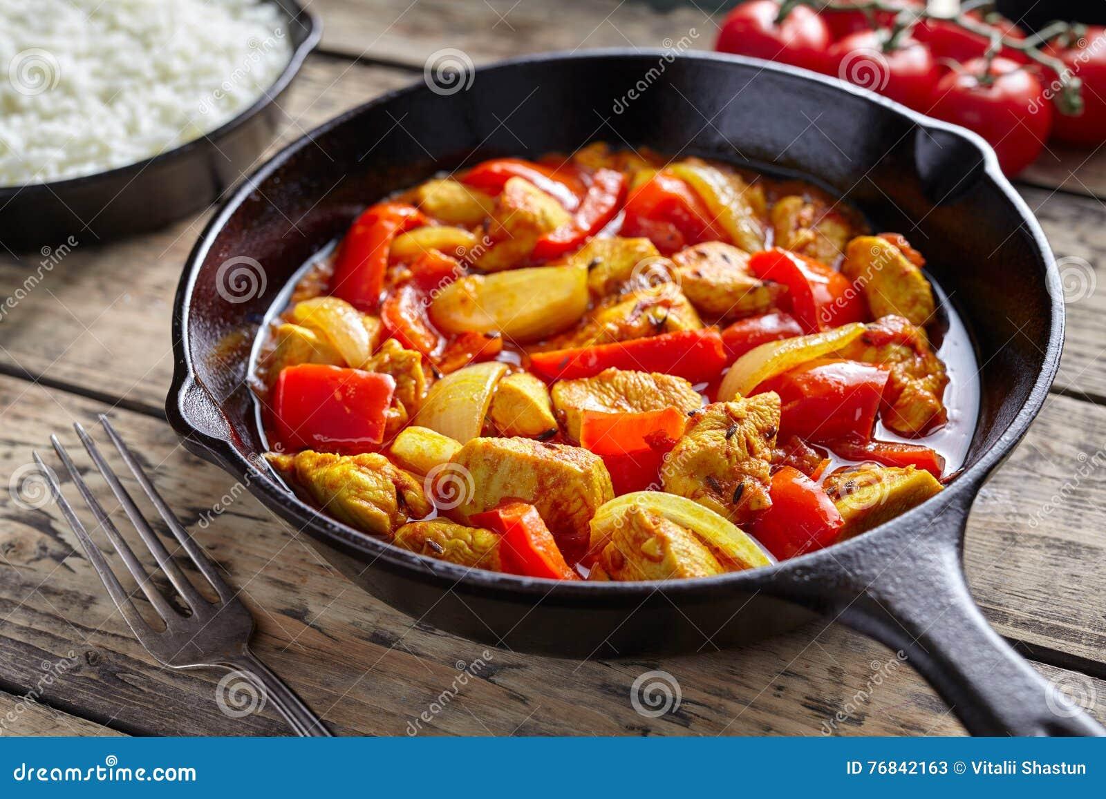 Карри ресторана культуры jalfrezi цыпленка мясо здорового традиционного индийского пряное зажаренное