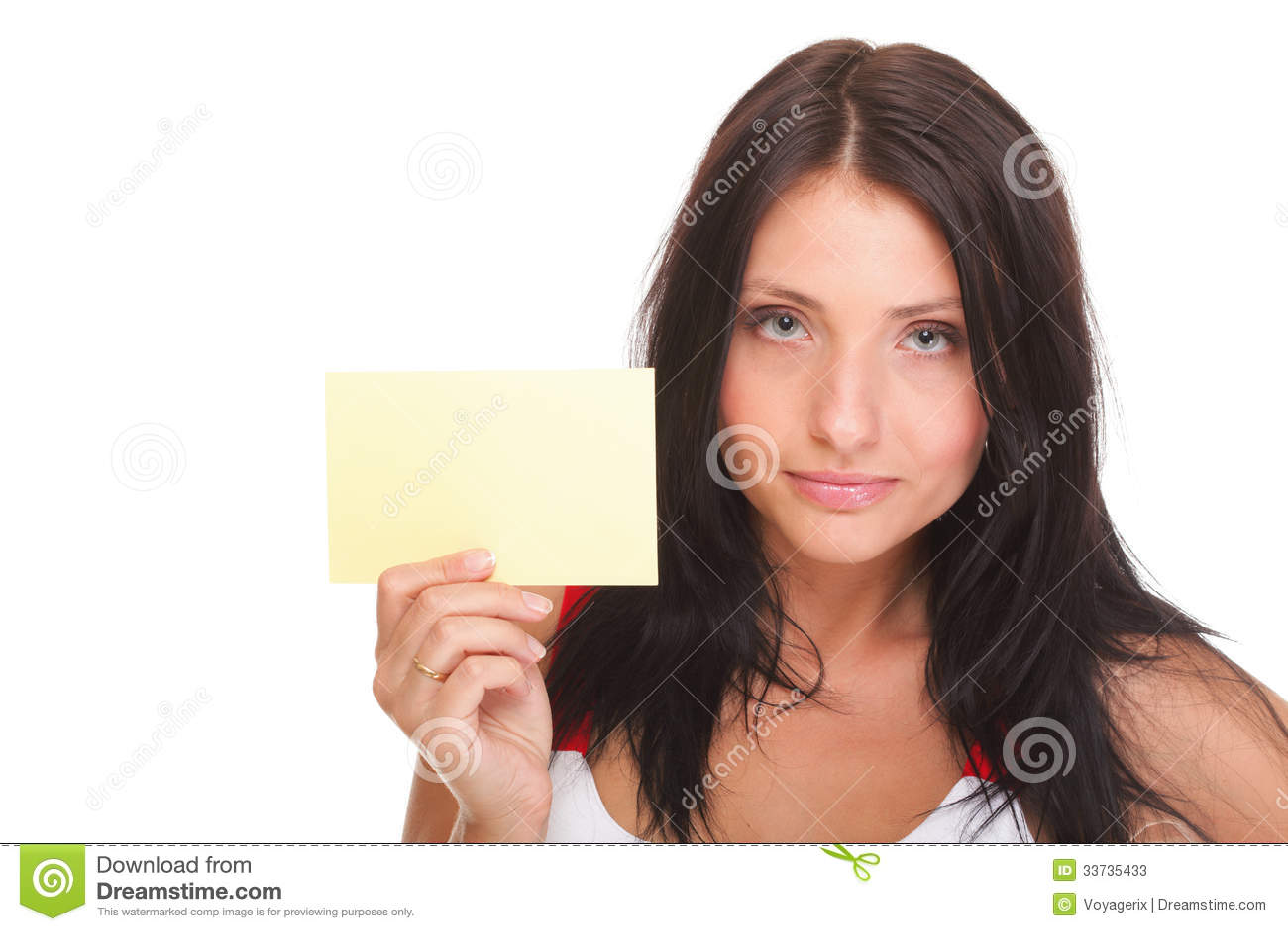 Карточка подарка. Excited женщина показывая пустой знак карточки чистого листа бумаги