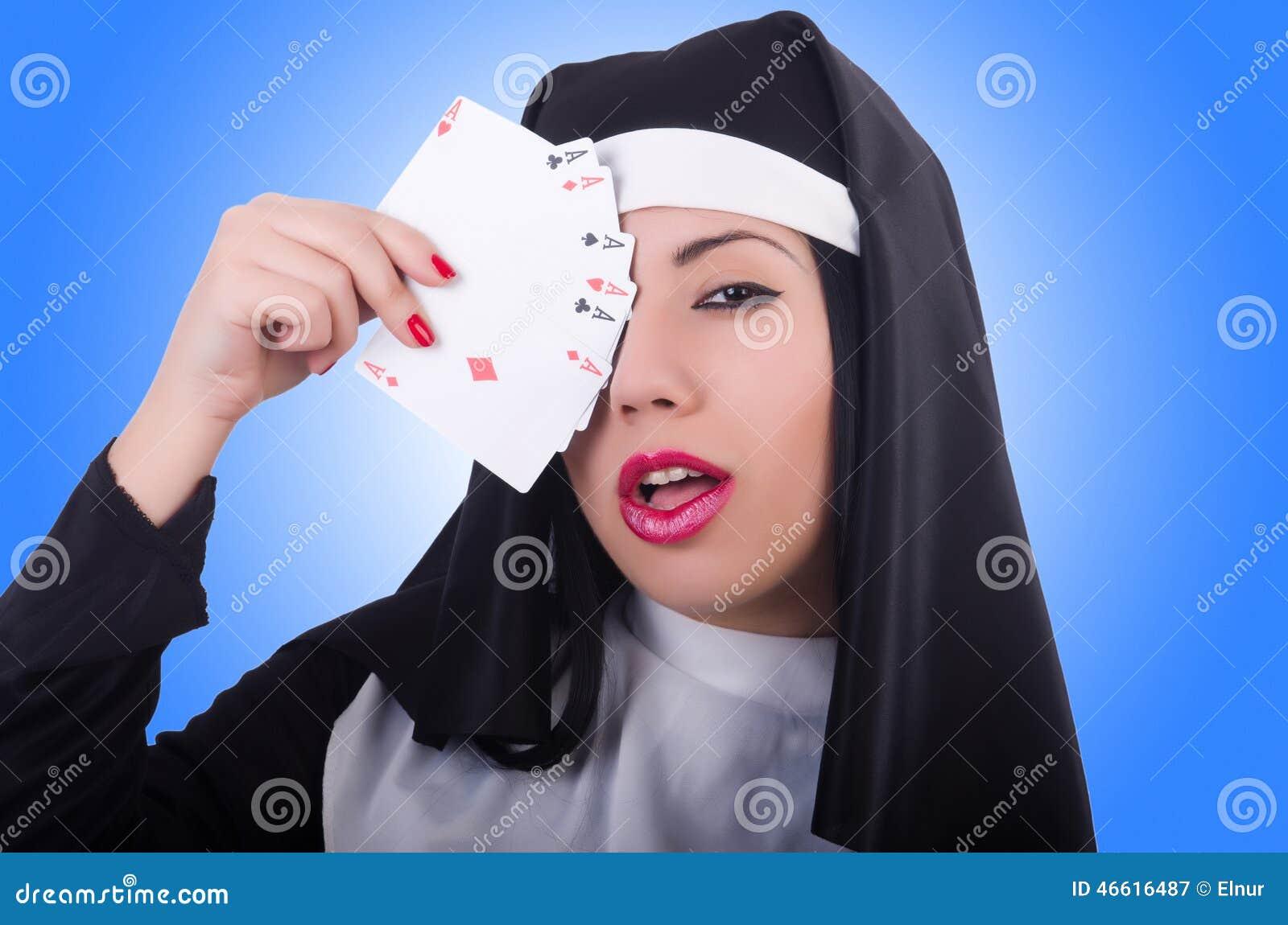 Монашки играют в карты автоматы видеослоты скачать